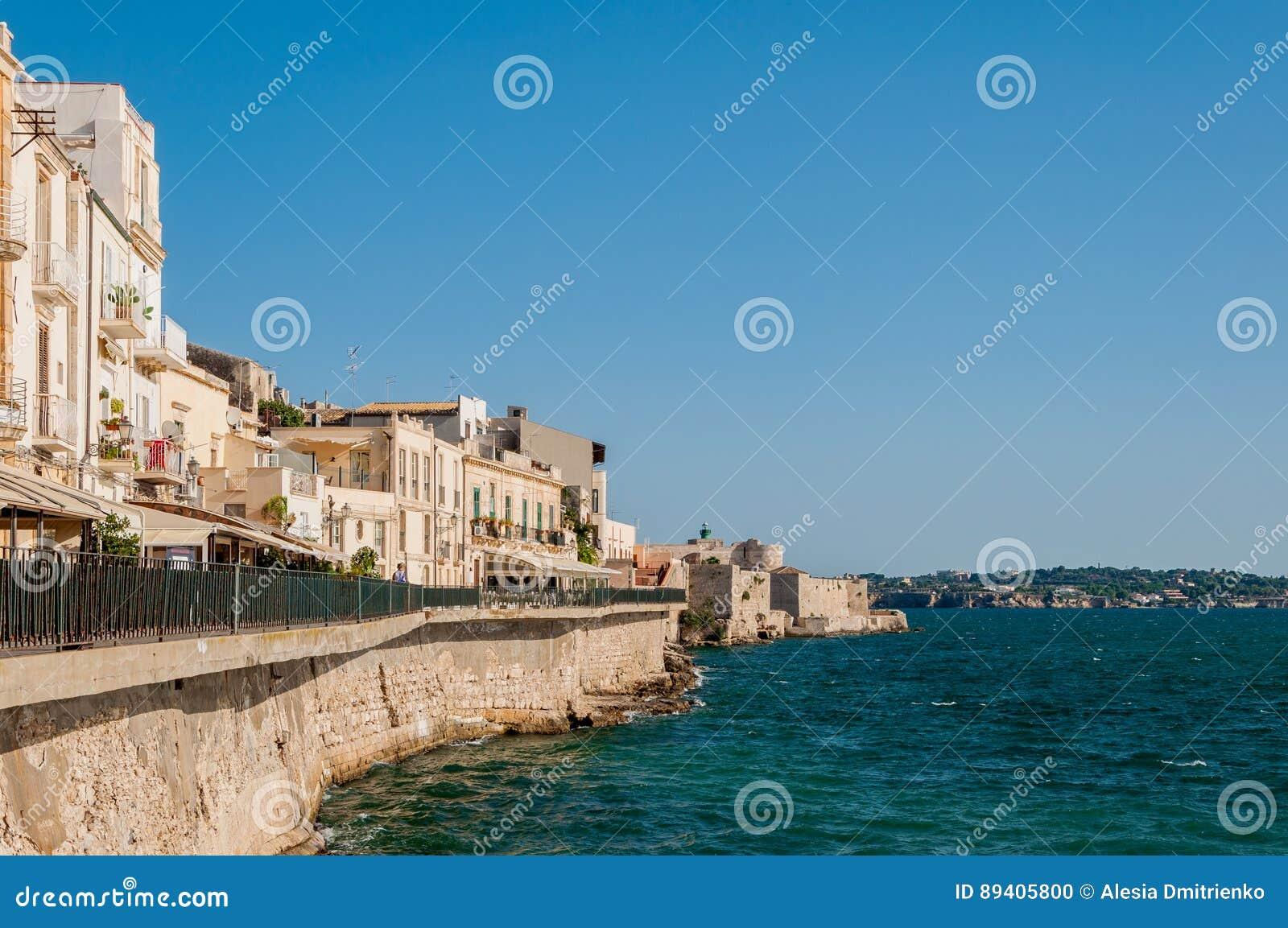 Costa da ilha de Ortigia na cidade de Siracusa, Sicília, Itália