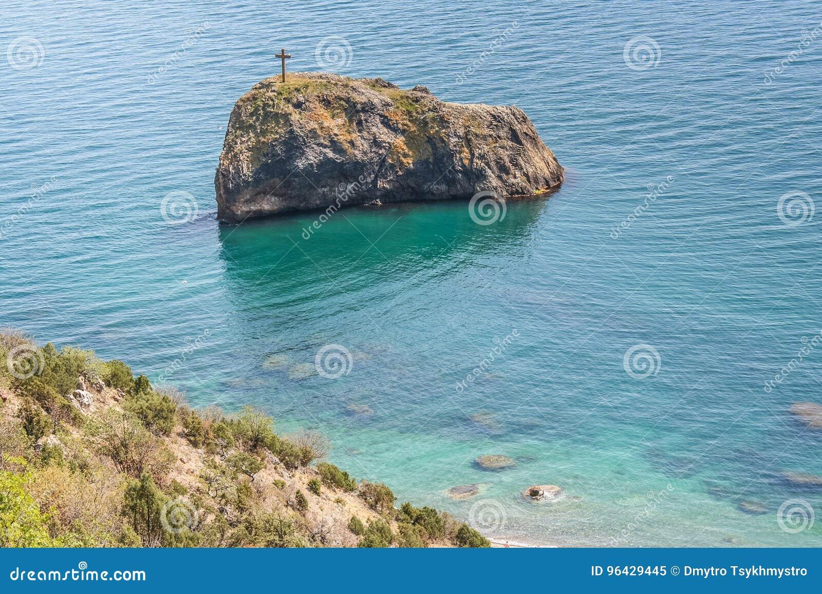 A costa do Mar Negro perto do cabo Fiolent