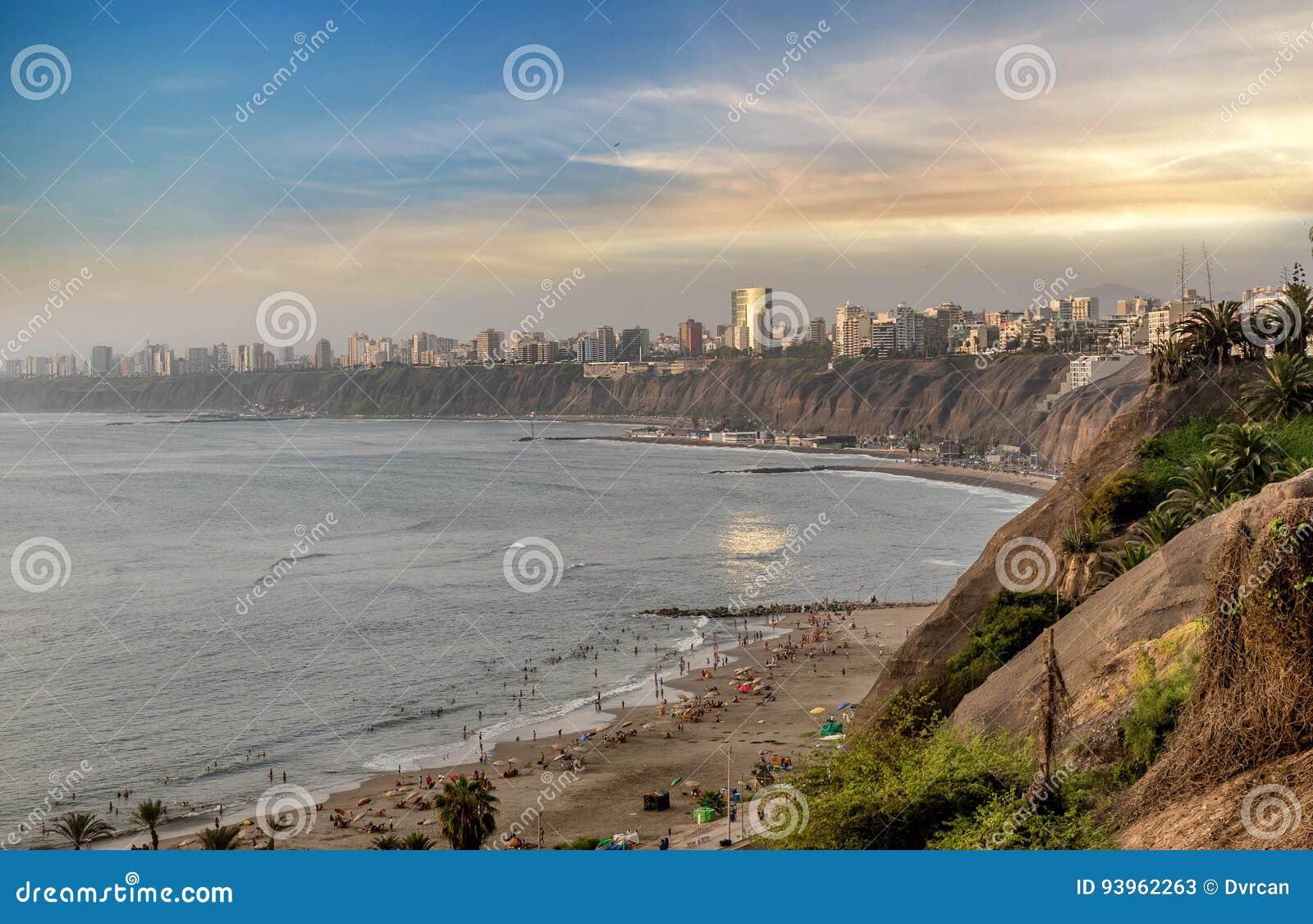 A Costa do Pacífico de Miraflores em Lima, Peru