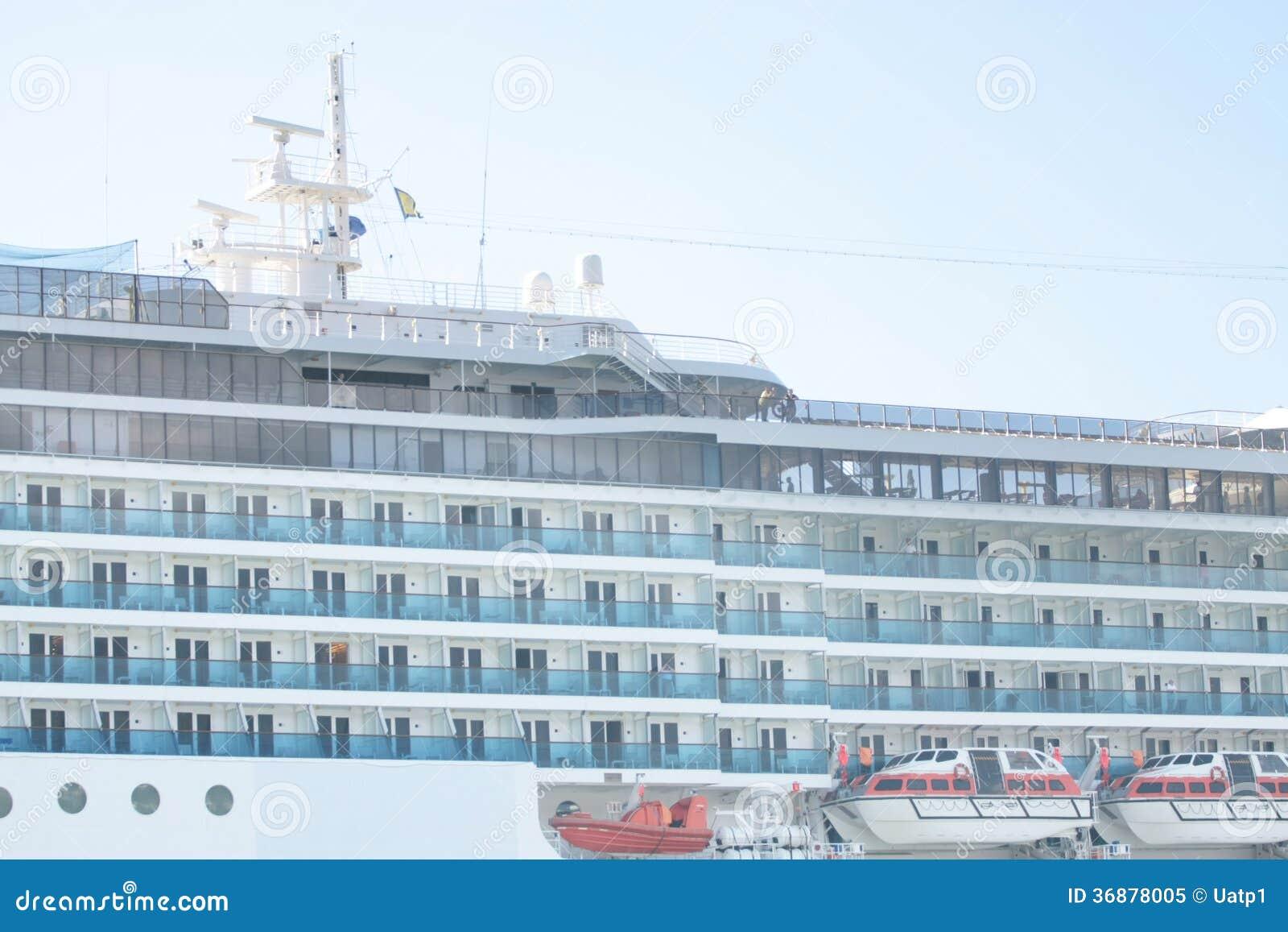 Download Costa Luminosa Della Nave Da Crociera Immagine Stock - Immagine di oceano, aperto: 36878005