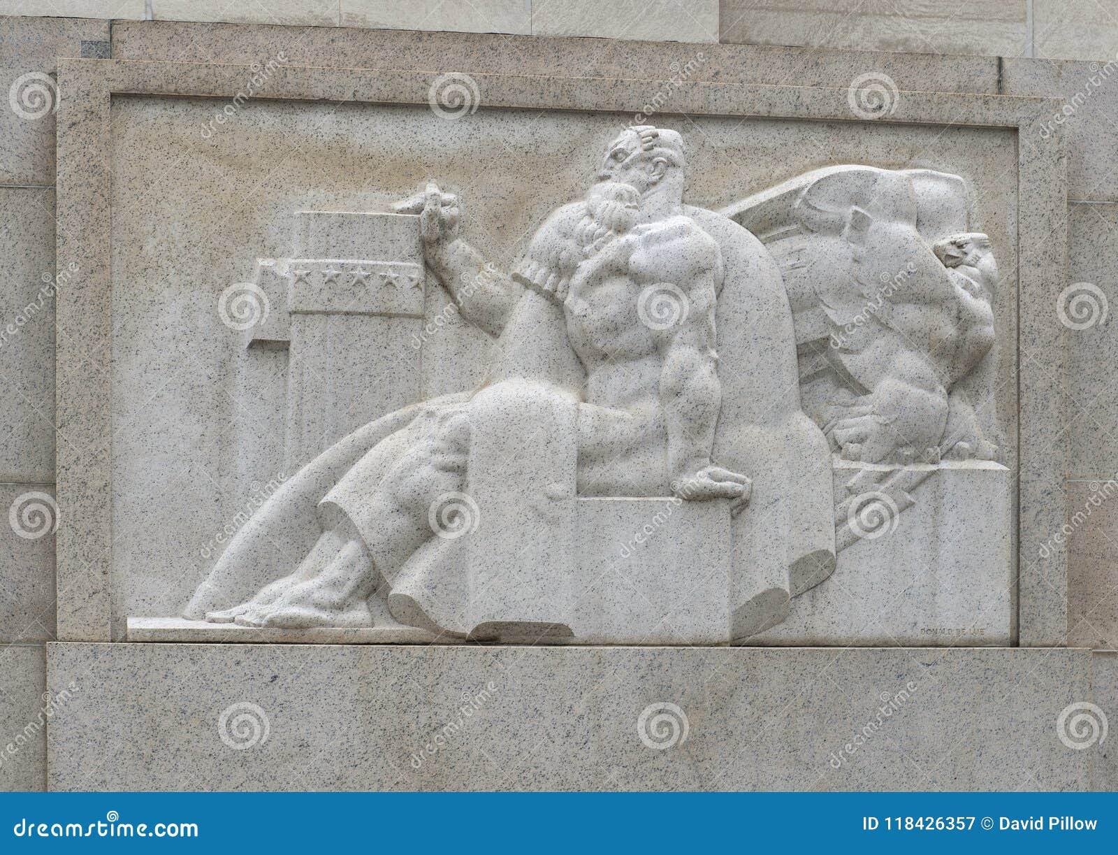 Costa Ovest della scultura di bassorilievo dell entrata della via del mercato al Robert N C Niente, Sr Costruzione federale