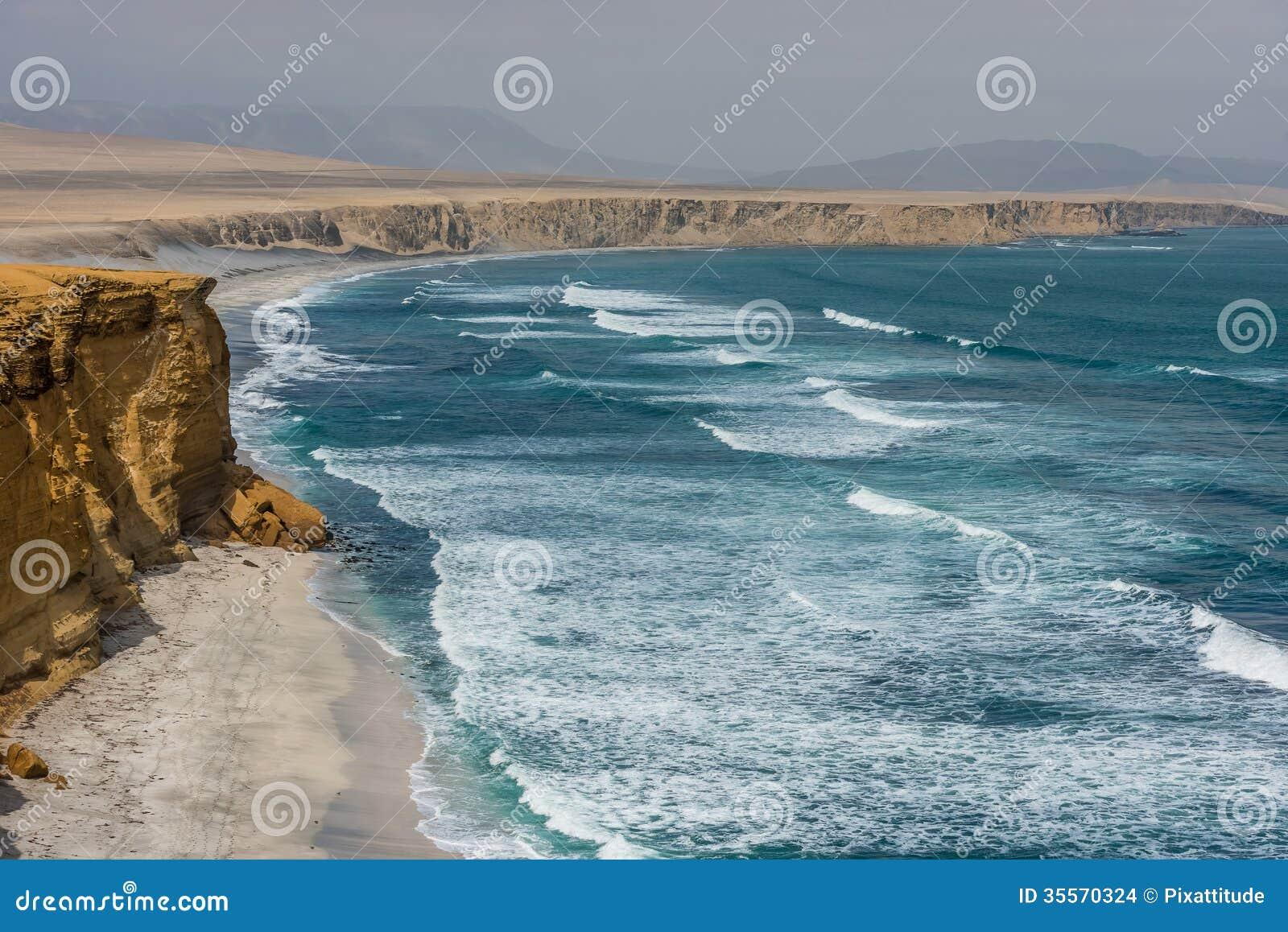 Costa peruviana della baia di paracas ad ica peru immagini for Casa costa costo area della baia