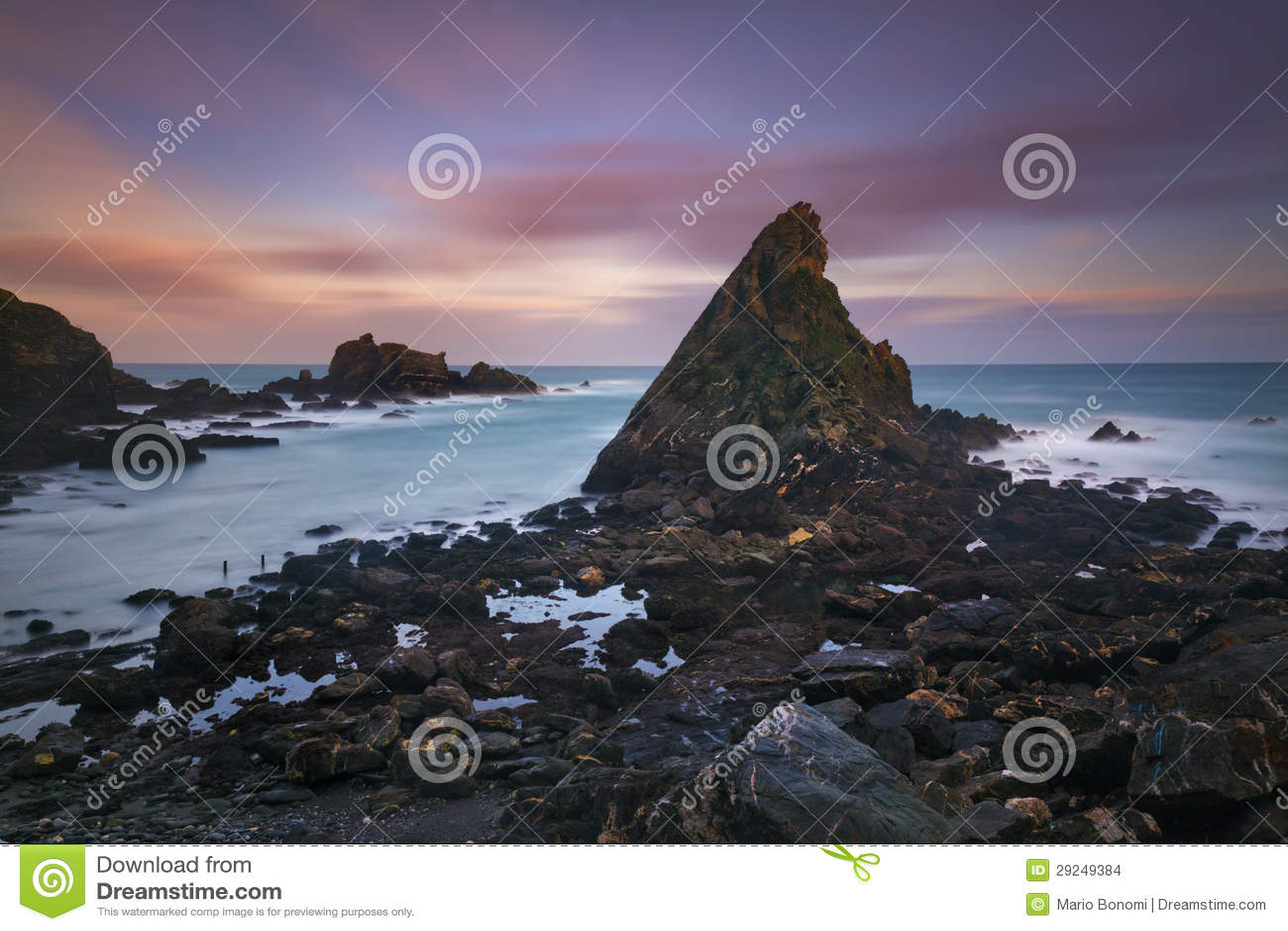 Download Costa rochosa foto de stock. Imagem de penhasco, outdoors - 29249384