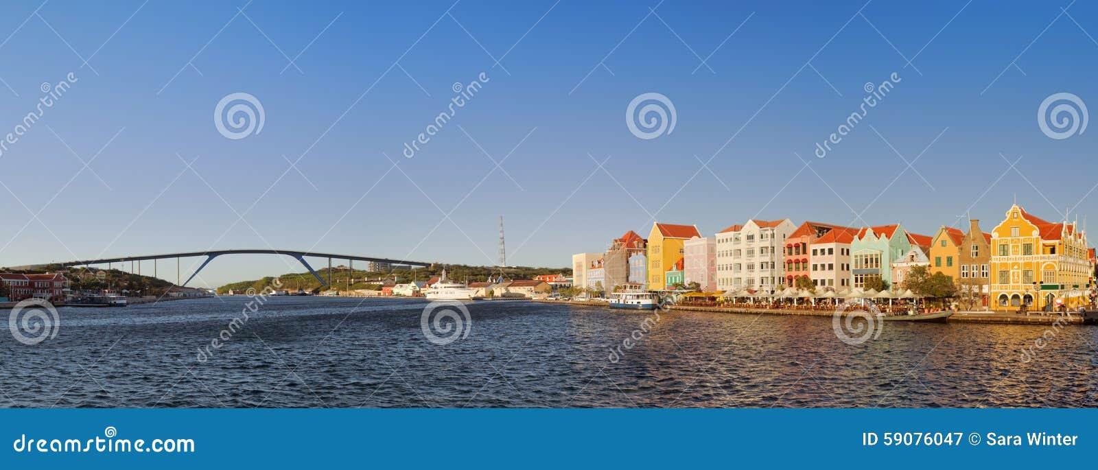 Costa y reina Juliana Bridge, Willemstad, Curaçao a