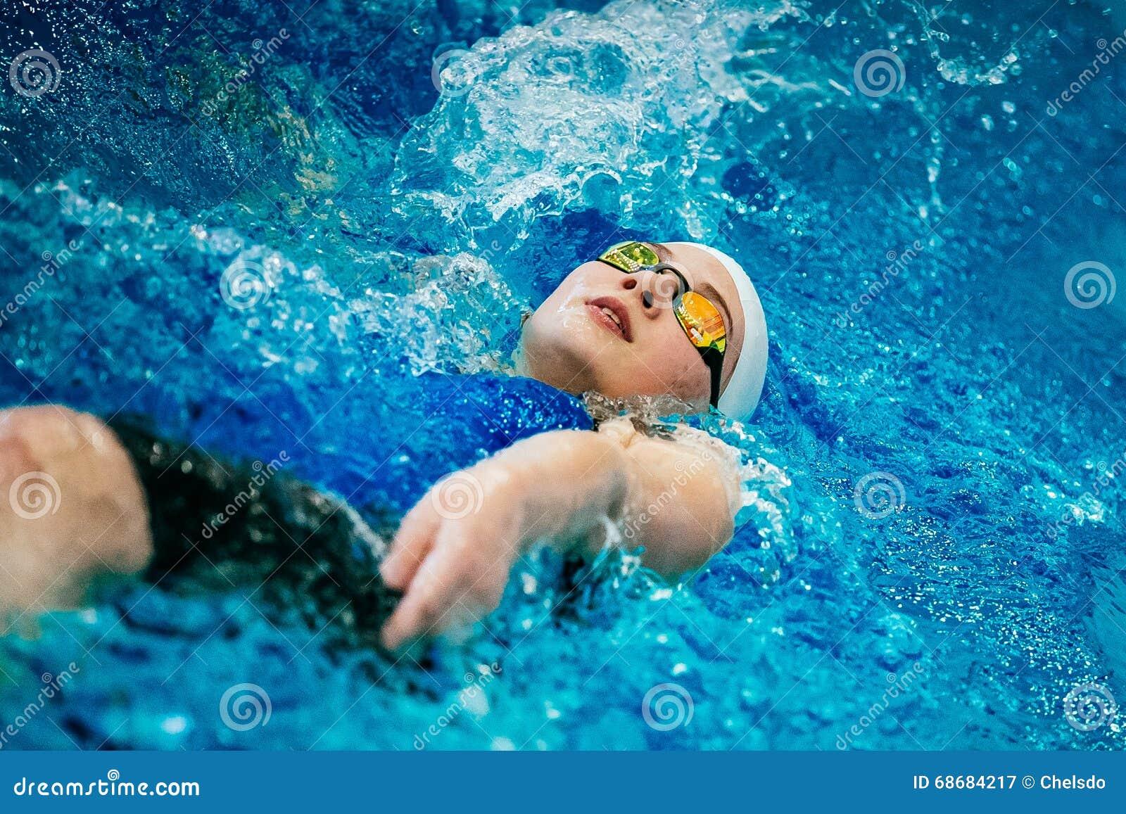 Costas nova da natação do atleta fêmea