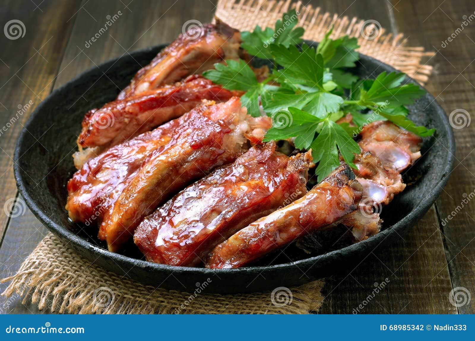 Costillas de cerdo asadas en sartén