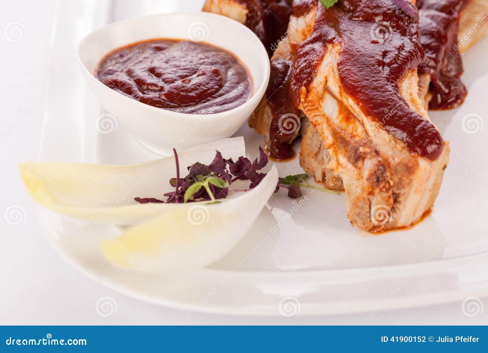 Costillas de cerdo asadas a la parrilla deliciosas