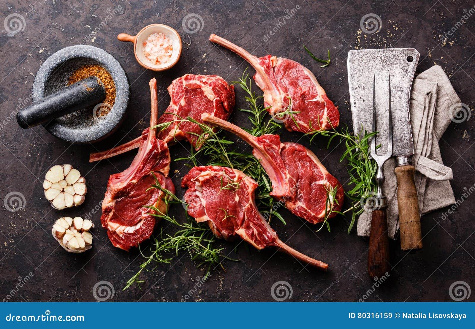 Costole crude del vitello della carne fresca