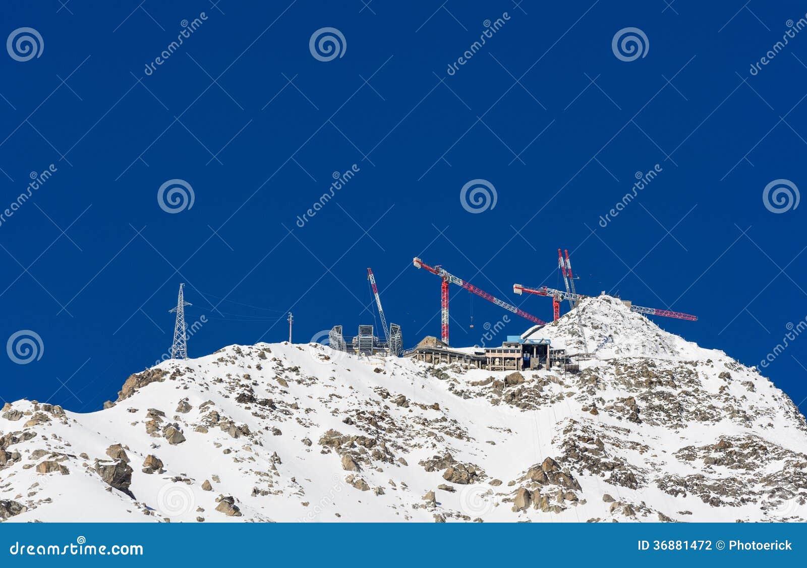 Download Costruzione Ad Elevata Altitudine Fotografia Stock - Immagine di estremo, montagna: 36881472