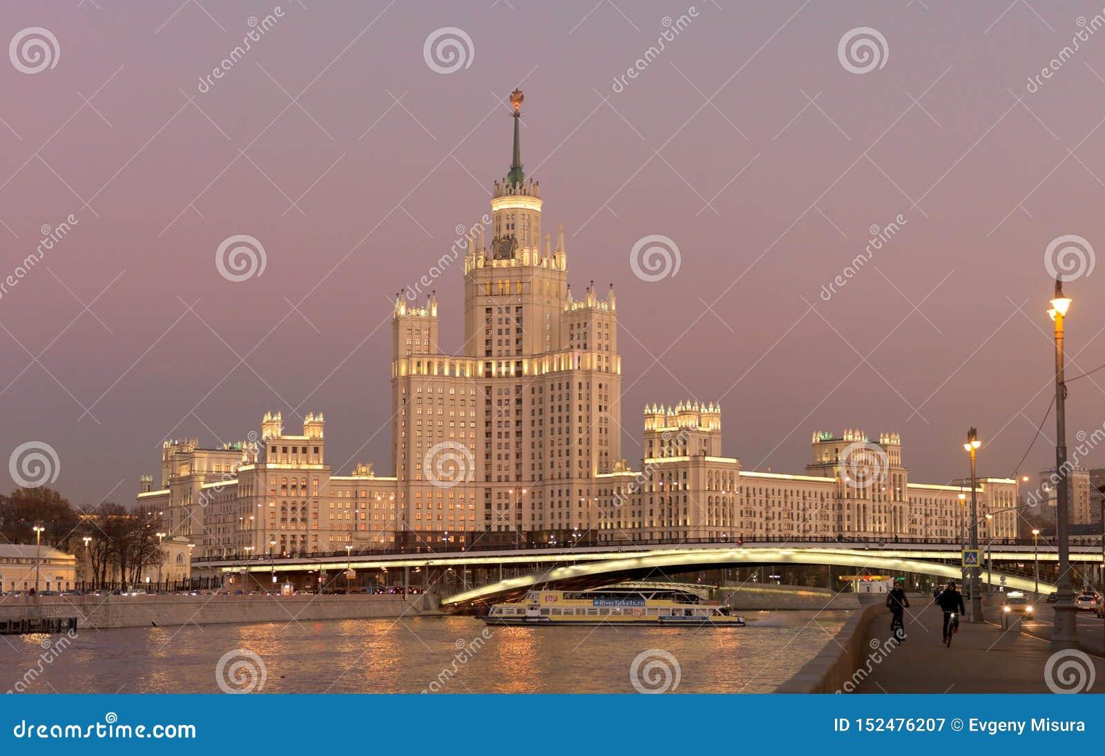Costruzione dell argine di Kotelnicheskaya, Mosca, Russia