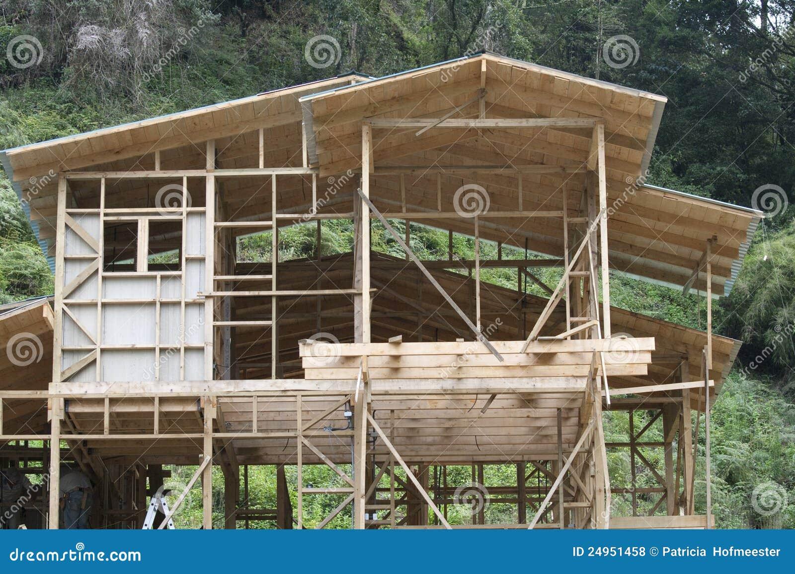 Costruzione della casa di legno fotografie stock libere da for Una pianta della casa di legno