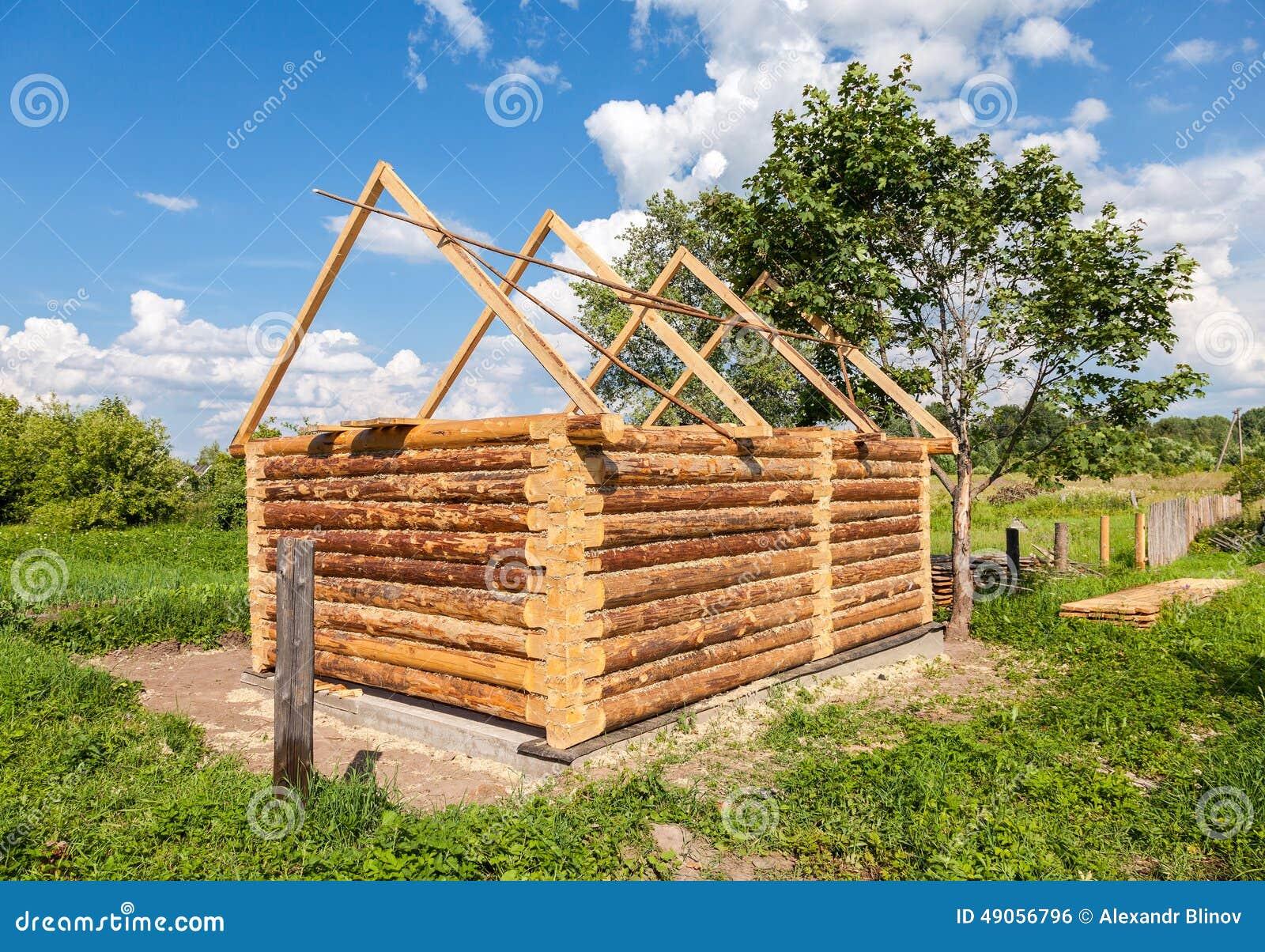 Costruzione della casa di legno del bagno in villaggio for Mappa della costruzione di casa