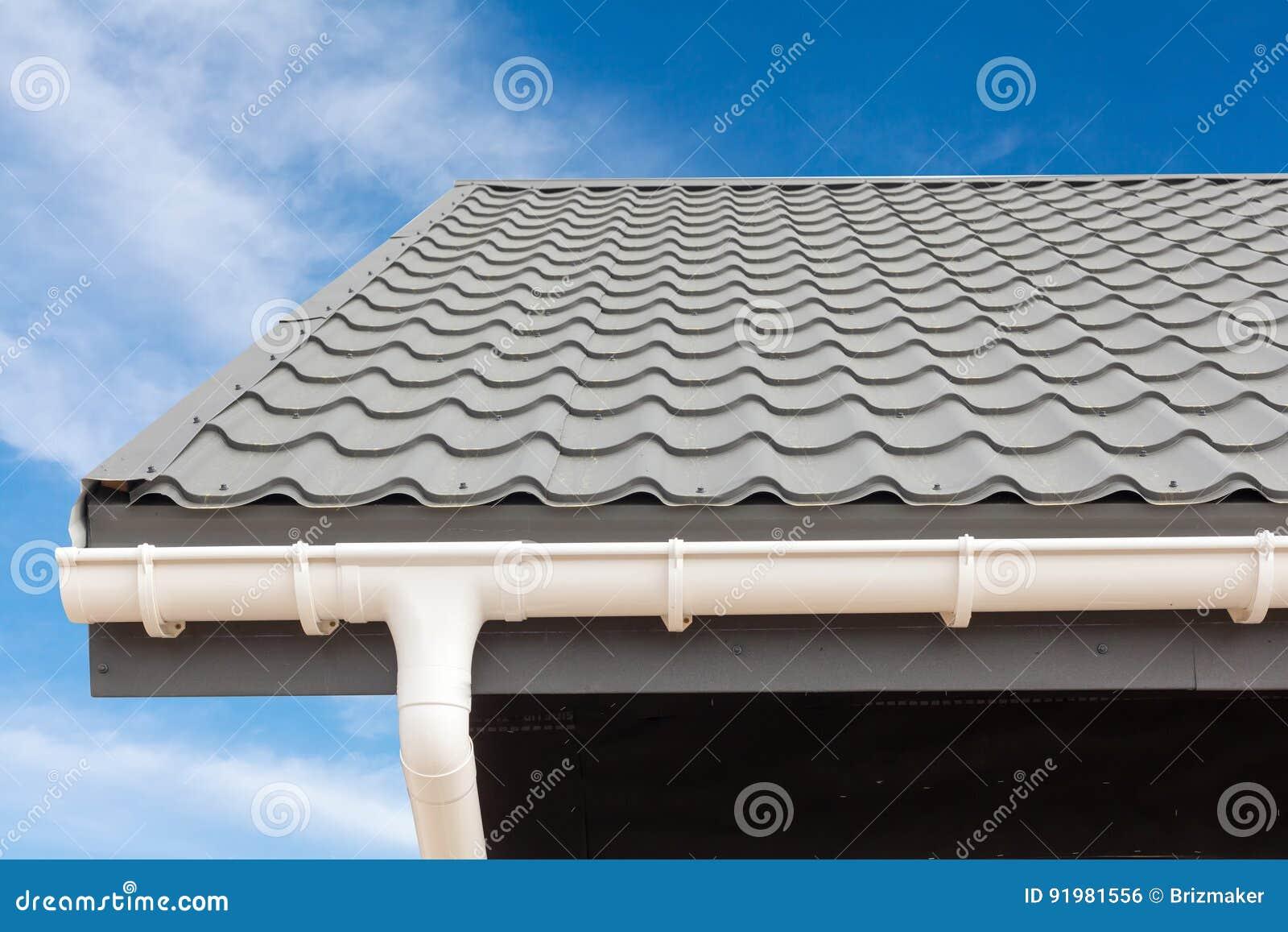Costruzione della casa di pannello della sorsata nuovo for Piani di casa tetto in metallo