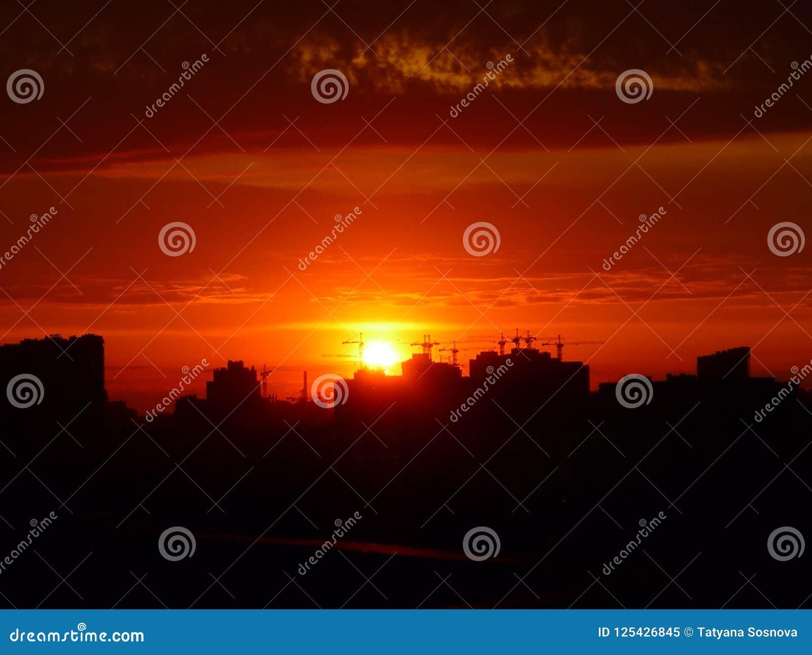 Costruzione della siluetta nel tramonto