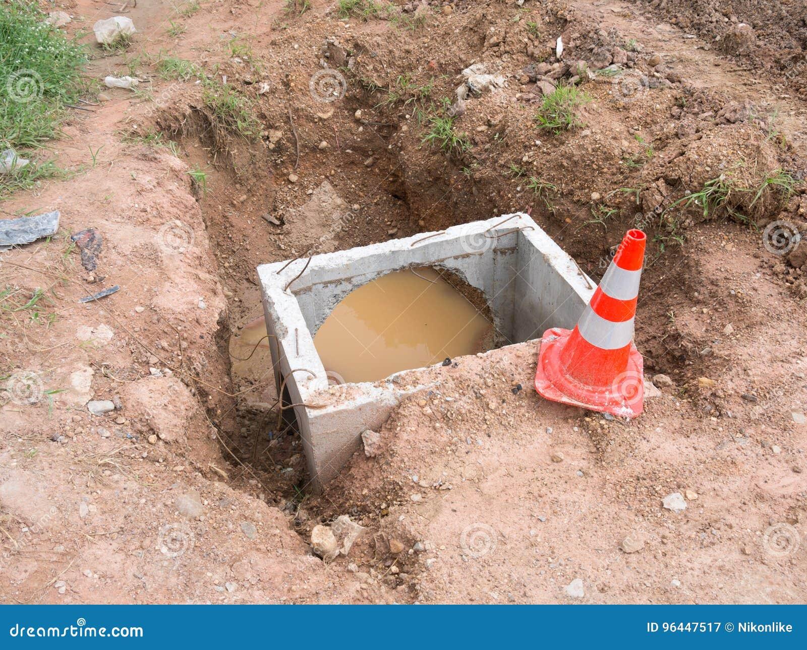 Costruzione della tubatura dell acqua della fogna