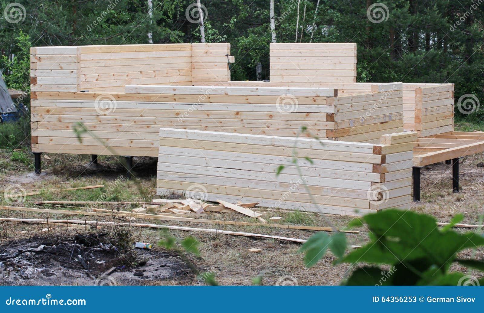 Costruzione di piccola casa di campagna fotografia stock for Casa di costruzione personalizzata