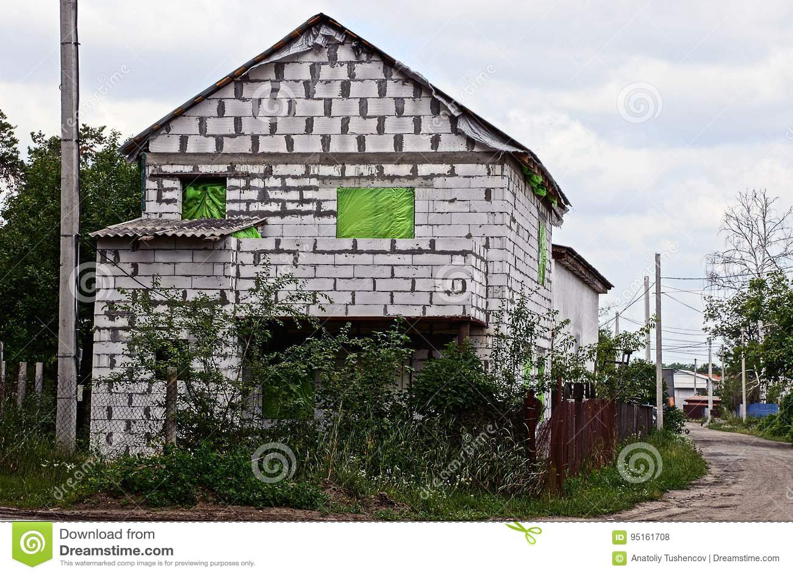 Come Recintare Un Giardino costruzione di una casa con mattoni a vista bianca fuori di