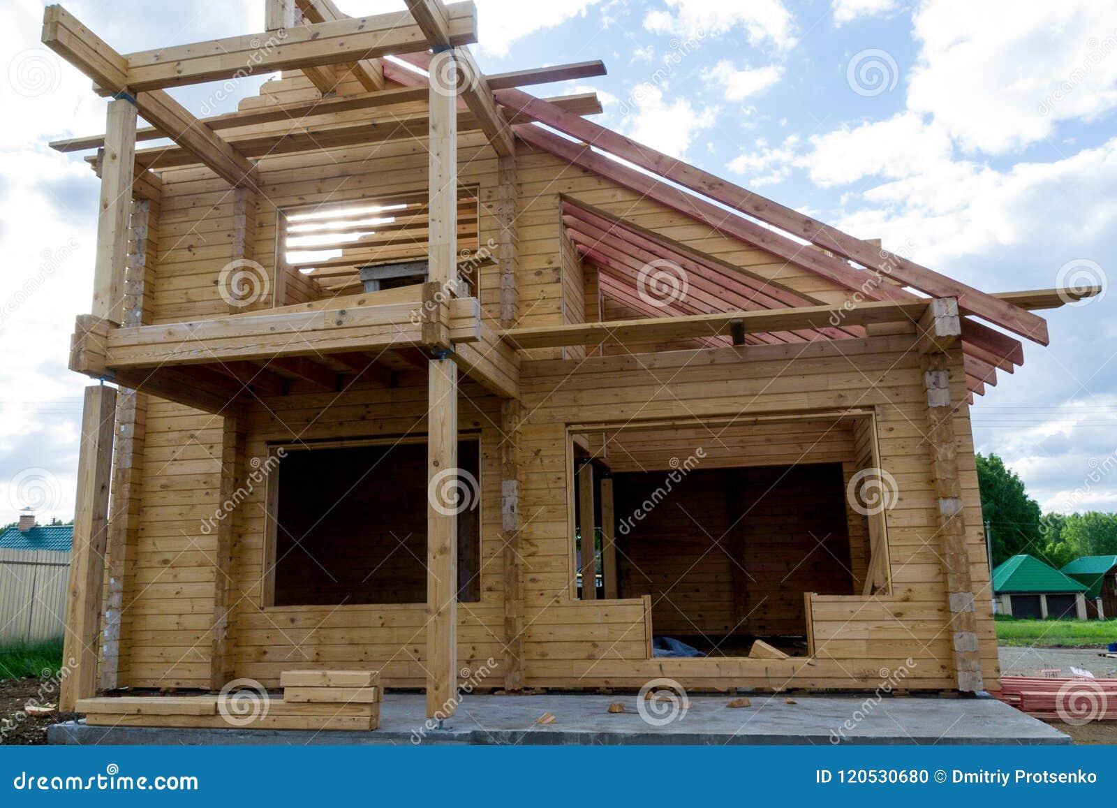 Costruzione Di Una Casa Fatta Del Legname Laminato Dell