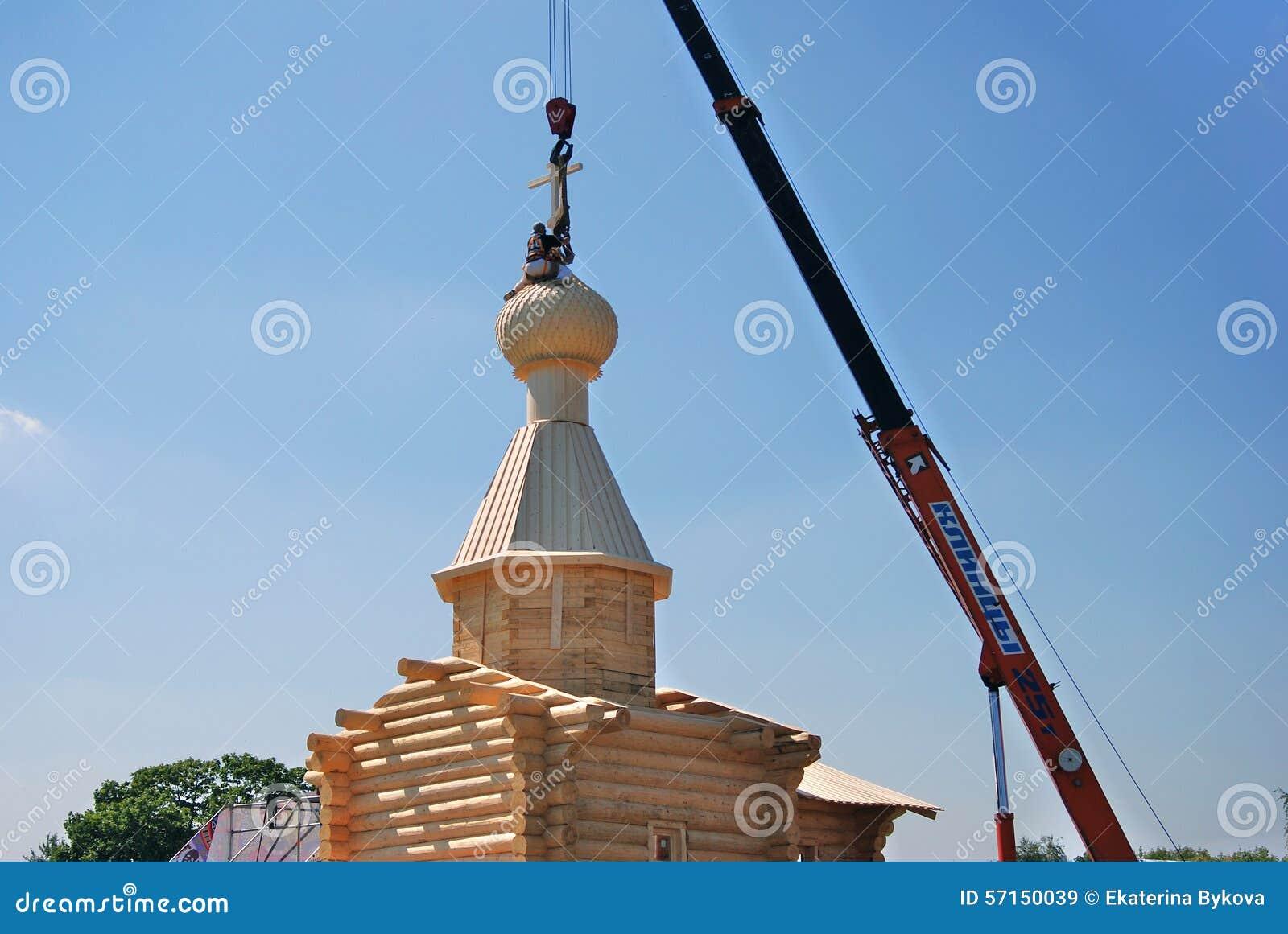 Costruzione di una chiesa in un giorno nel parco di for Costruzione di un soppalco nel garage