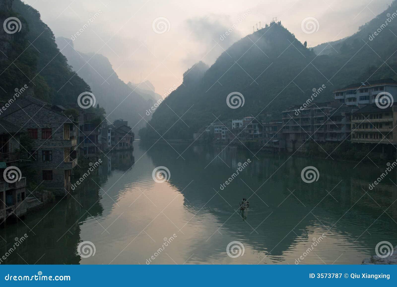Costruzioni cinesi sul fiume
