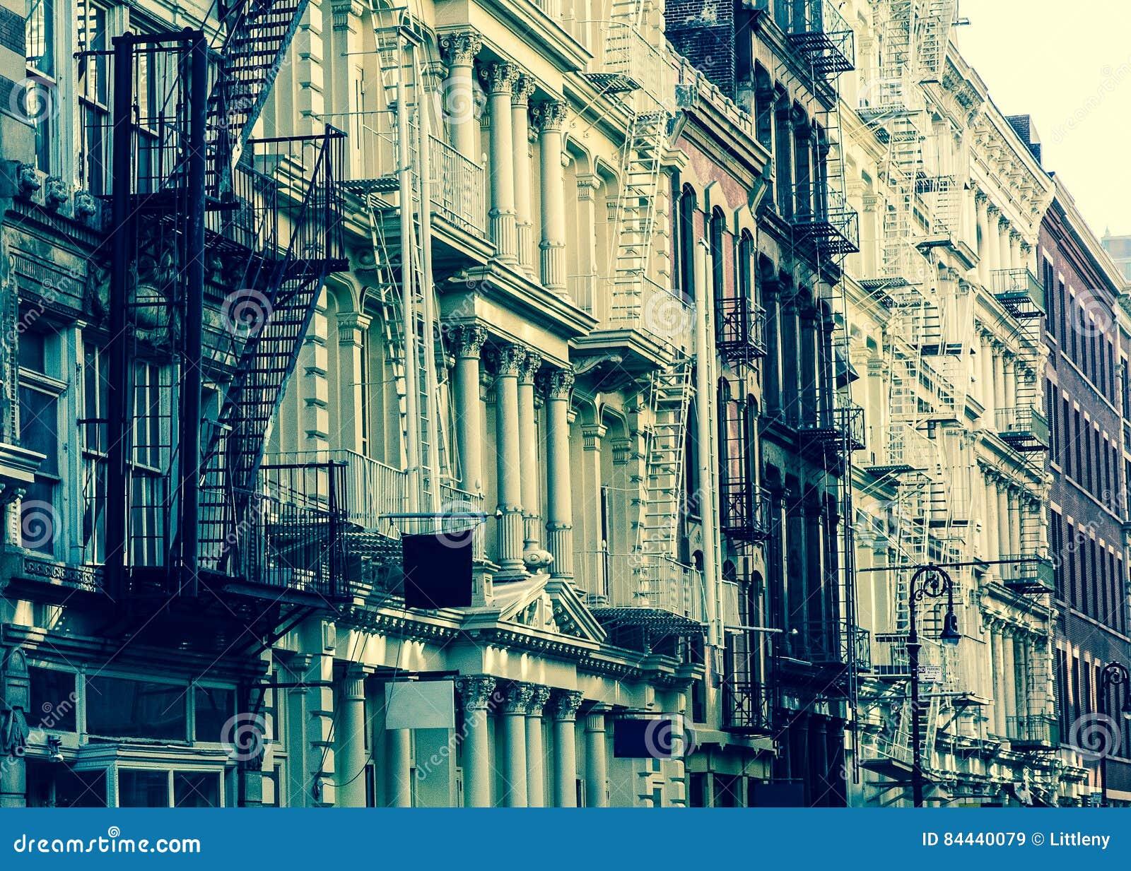 Costruzioni di appartamento d annata di New York di stile