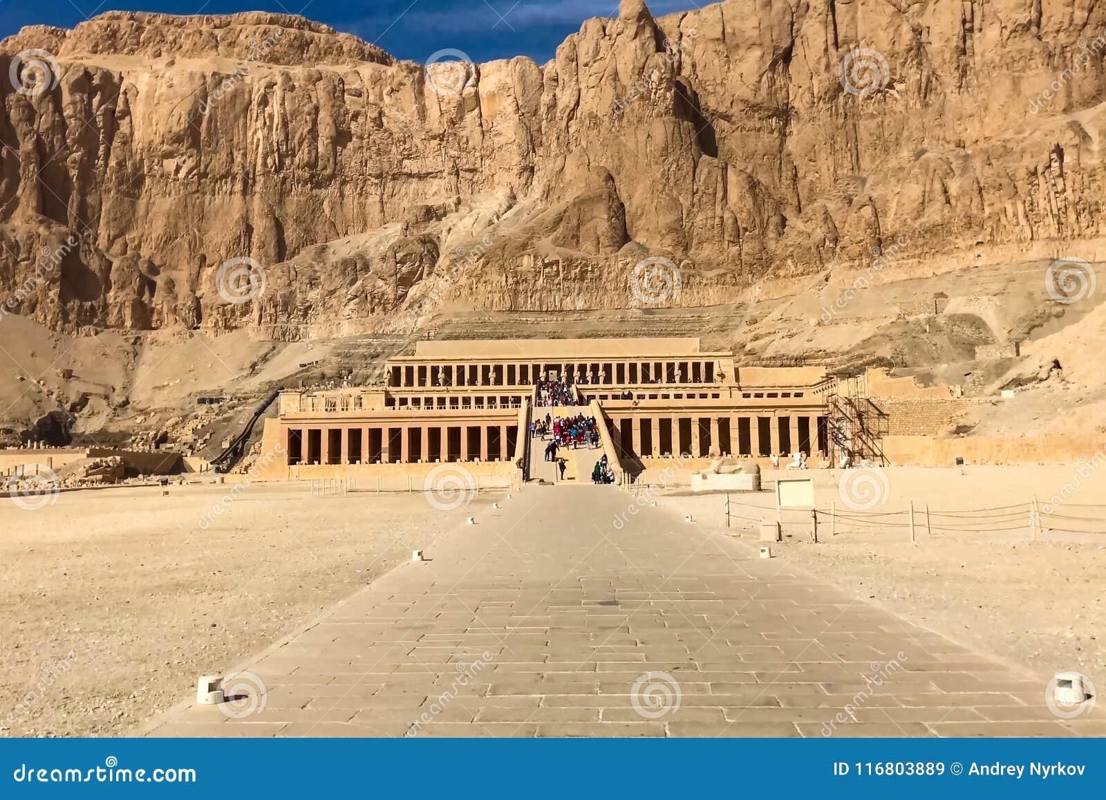 Costruzioni e colonne delle megaliti egiziane antiche Rovine antiche delle costruzioni egiziane