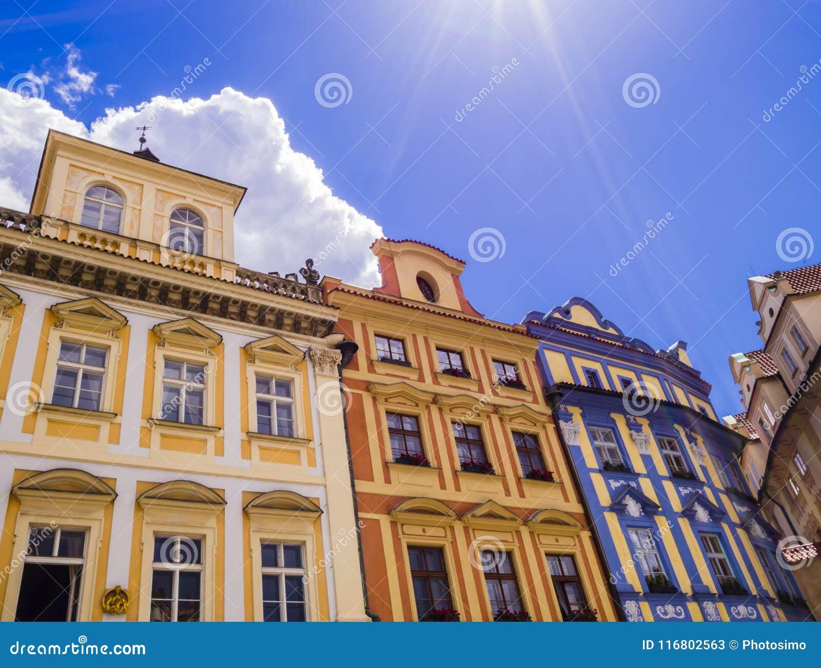 Costruzioni variopinte, vecchia piazza di Praga, repubblica Ceca