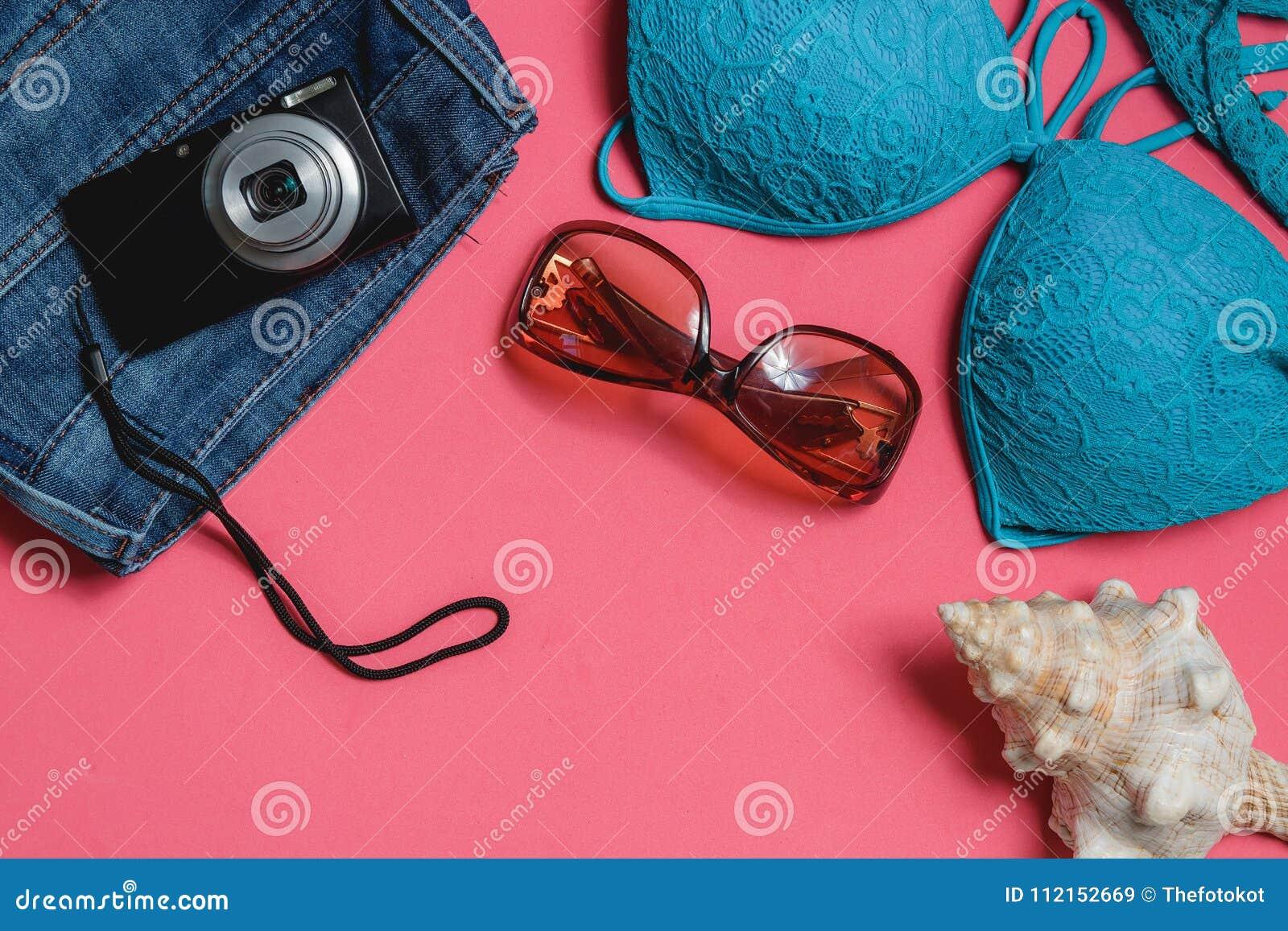 Costume Da Bagno Conchiglia : Costume da bagno jeans occhiali da sole macchina fotografica