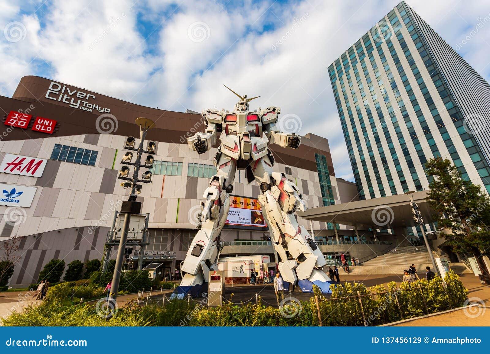 Costume mobile normal RX-0 Unicorn Gundam Performances à la plaza Tokyo, Odaiba, Tokyo, Japon de City de plongeur