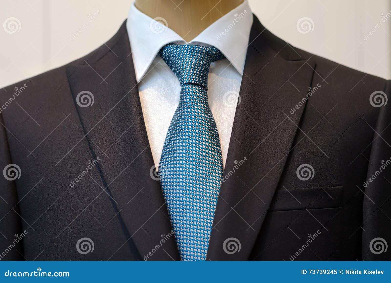 costume noir avec une chemise blanche et avec un lien bleu dans le dessin image stock image du. Black Bedroom Furniture Sets. Home Design Ideas