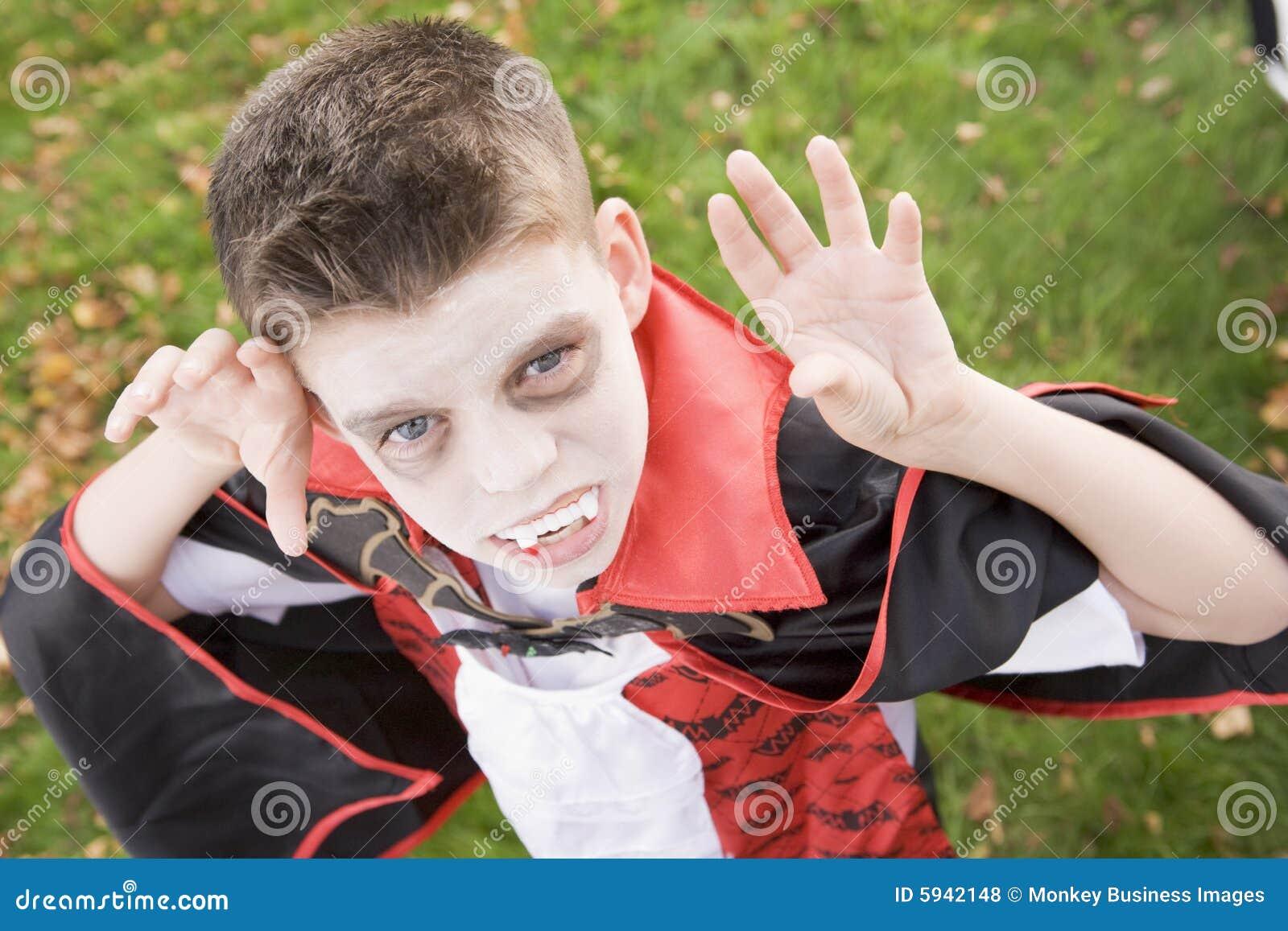 Costume s usant de vampire de garçon Veille de la toussaint