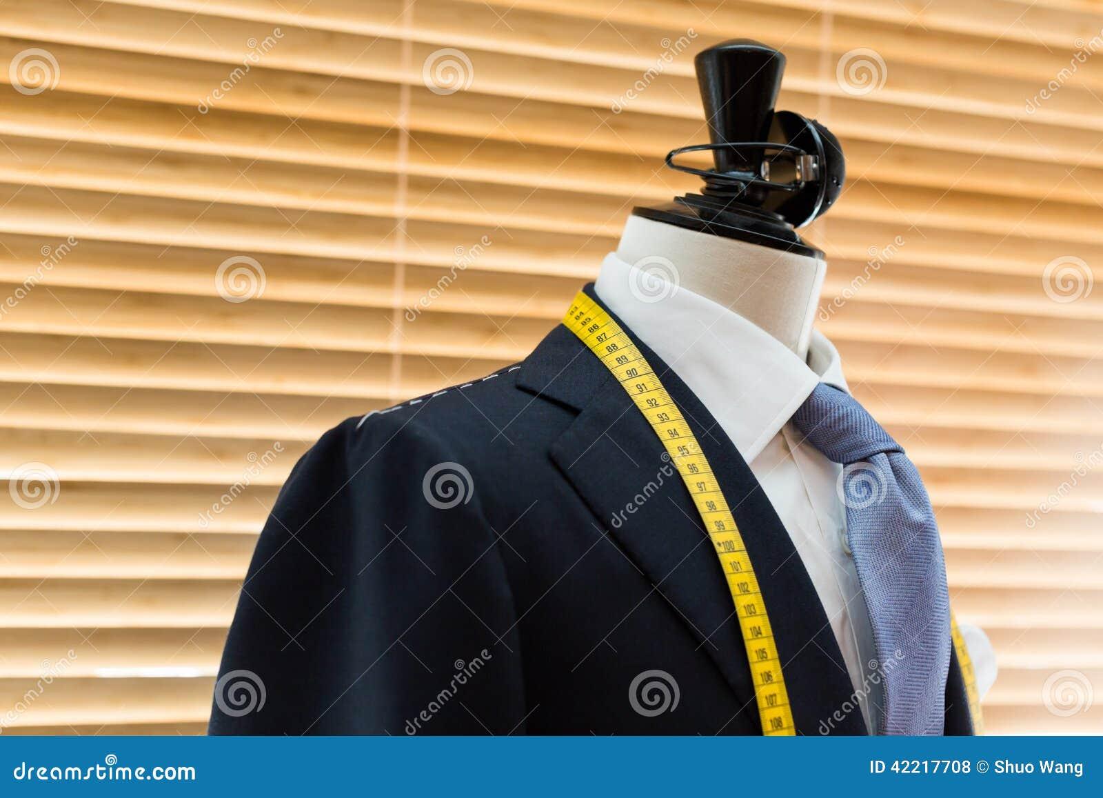 Costume sur le mannequin