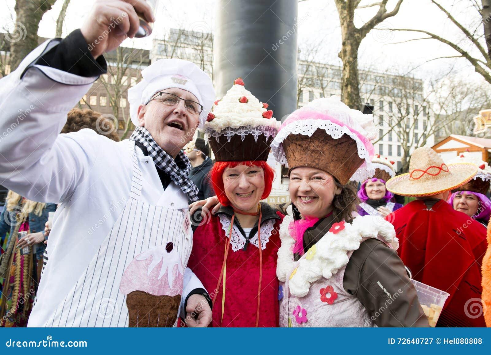 Costumed Cupcakes, Mardi Gras Dusseldorf