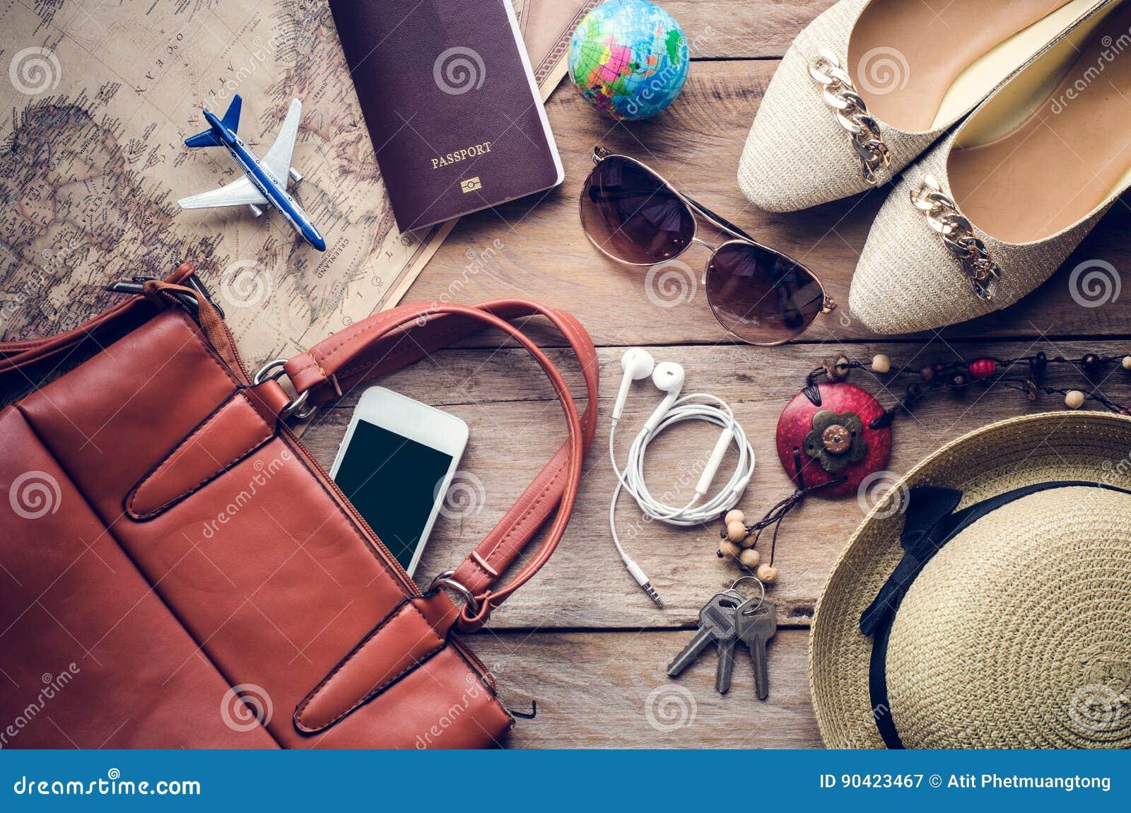 Costumes d accessoires de voyage Les passeports, téléphone intelligent, accessoires se sont préparés au voyage