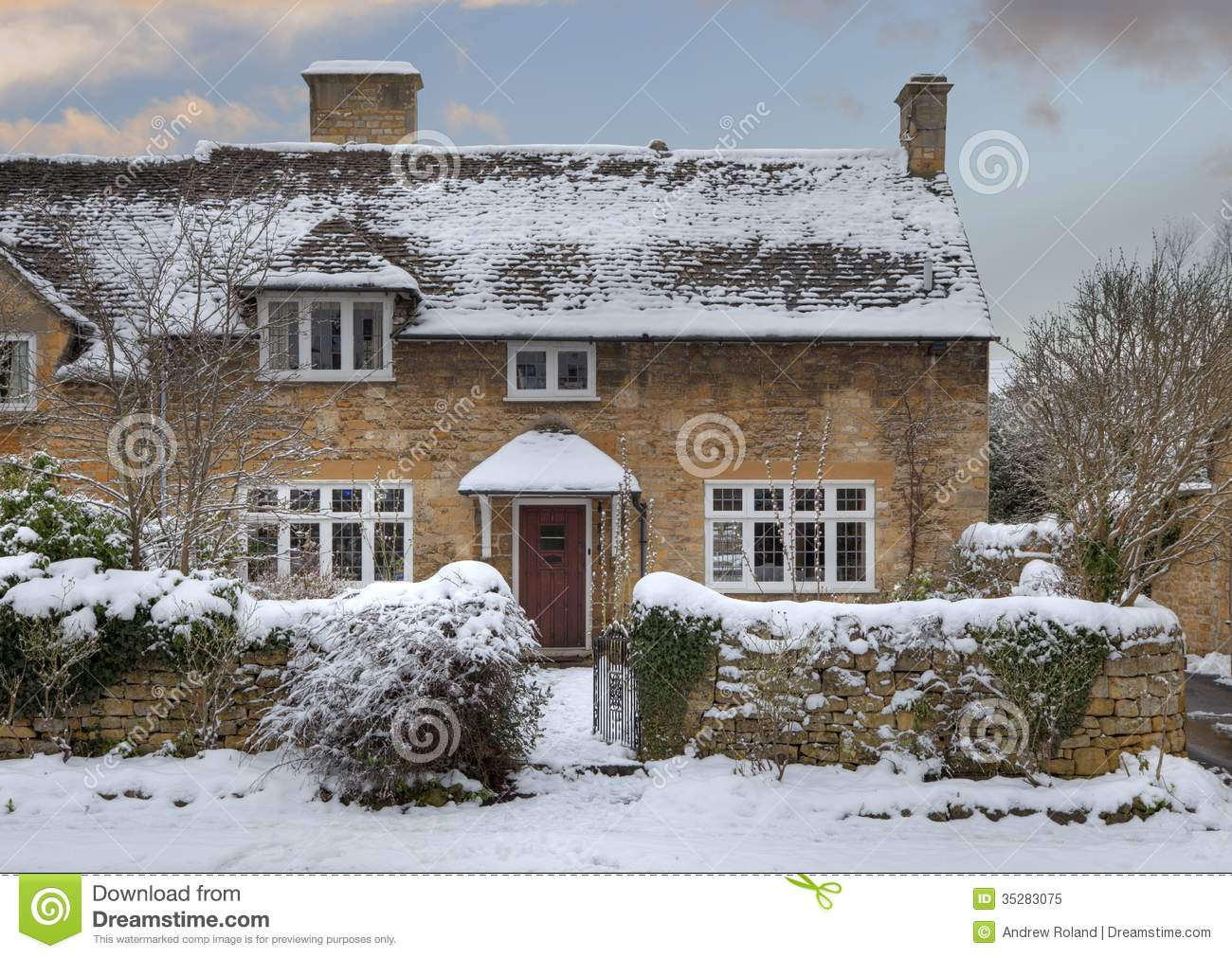 Cotswold Cottage In Snow Stock Image Image Of Street