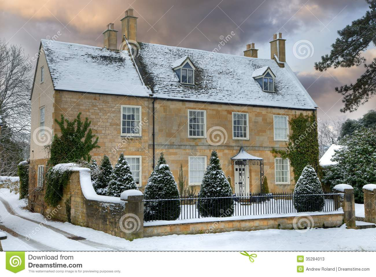 Cotswold Home With Snow Stock Image Image Of Cottage