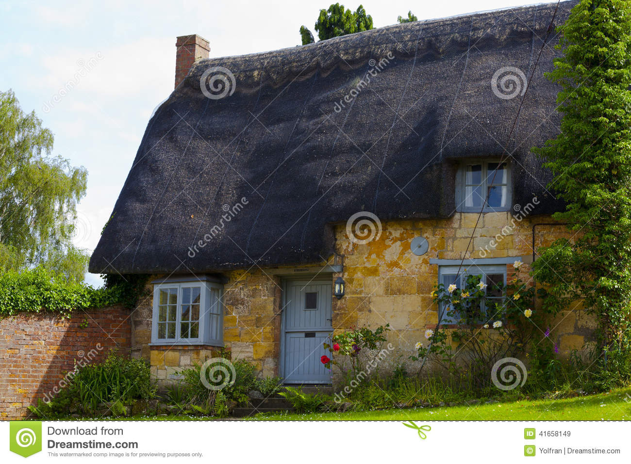 Cotswold S Cottage With Thatched Roof