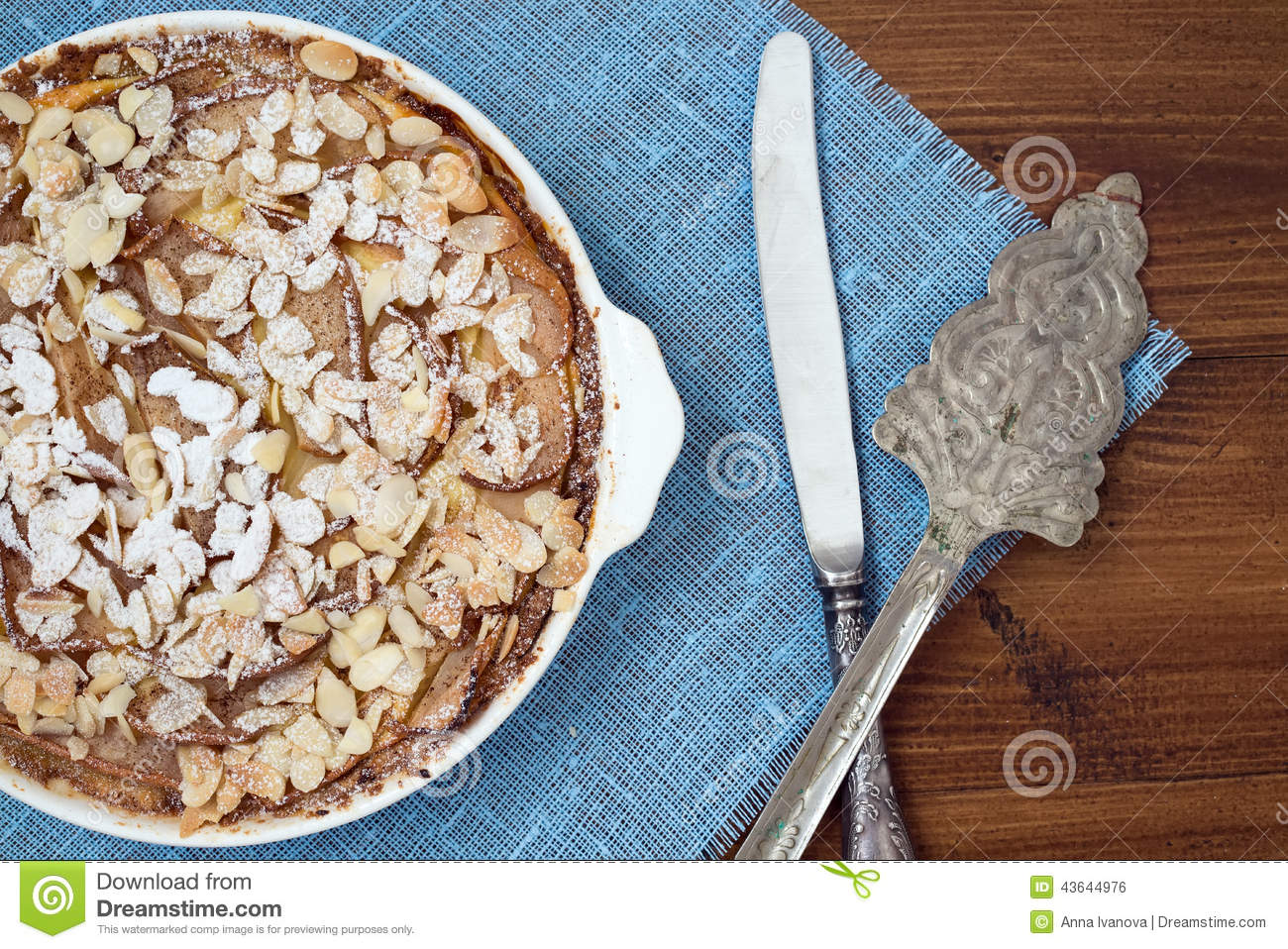 Cottage cheese tart with pear and almond