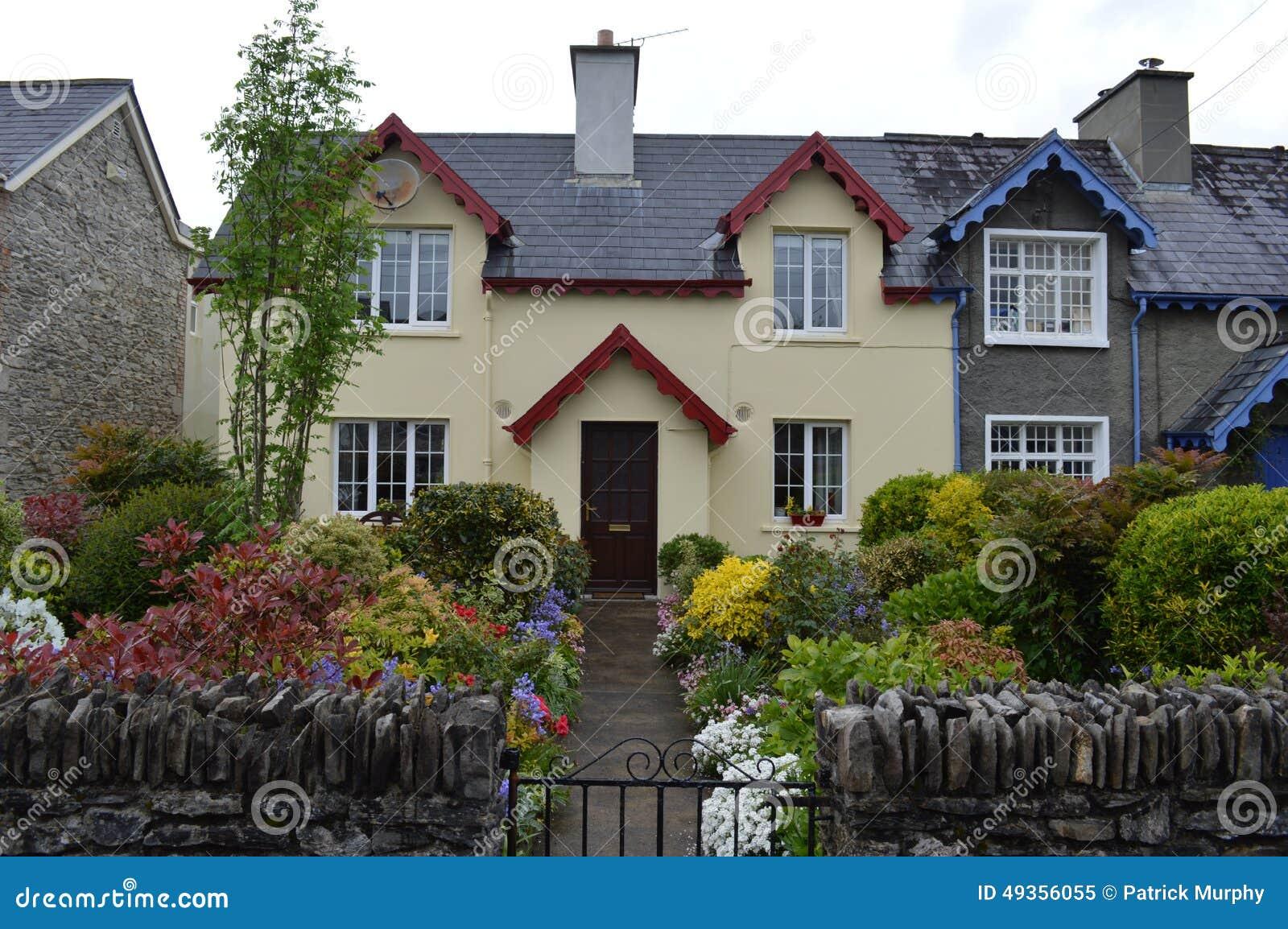 cottage dans adare irlande image stock image du irlande home 49356055. Black Bedroom Furniture Sets. Home Design Ideas