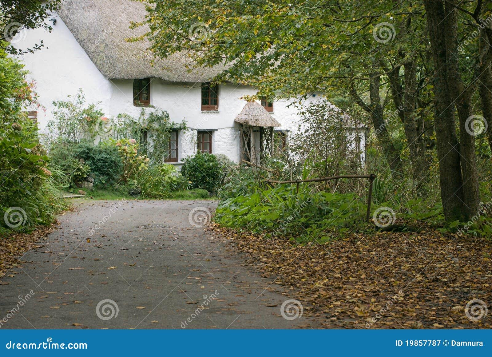 Cottage della cornovaglia del villaggio immagine stock for Vecchio cottage inglese