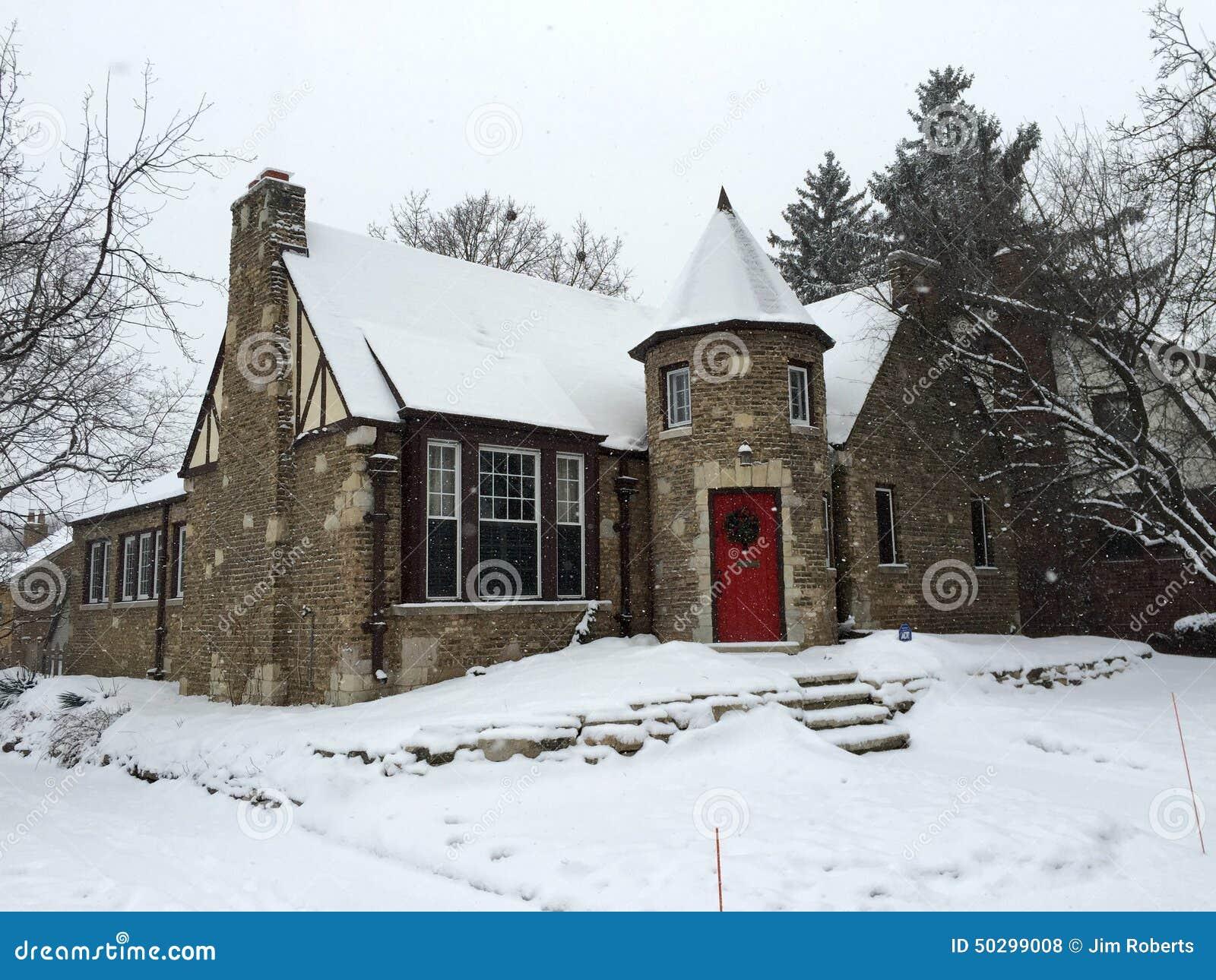 Cottage di pietra in neve fotografia stock editoriale for Foto di cucina inglese cottage