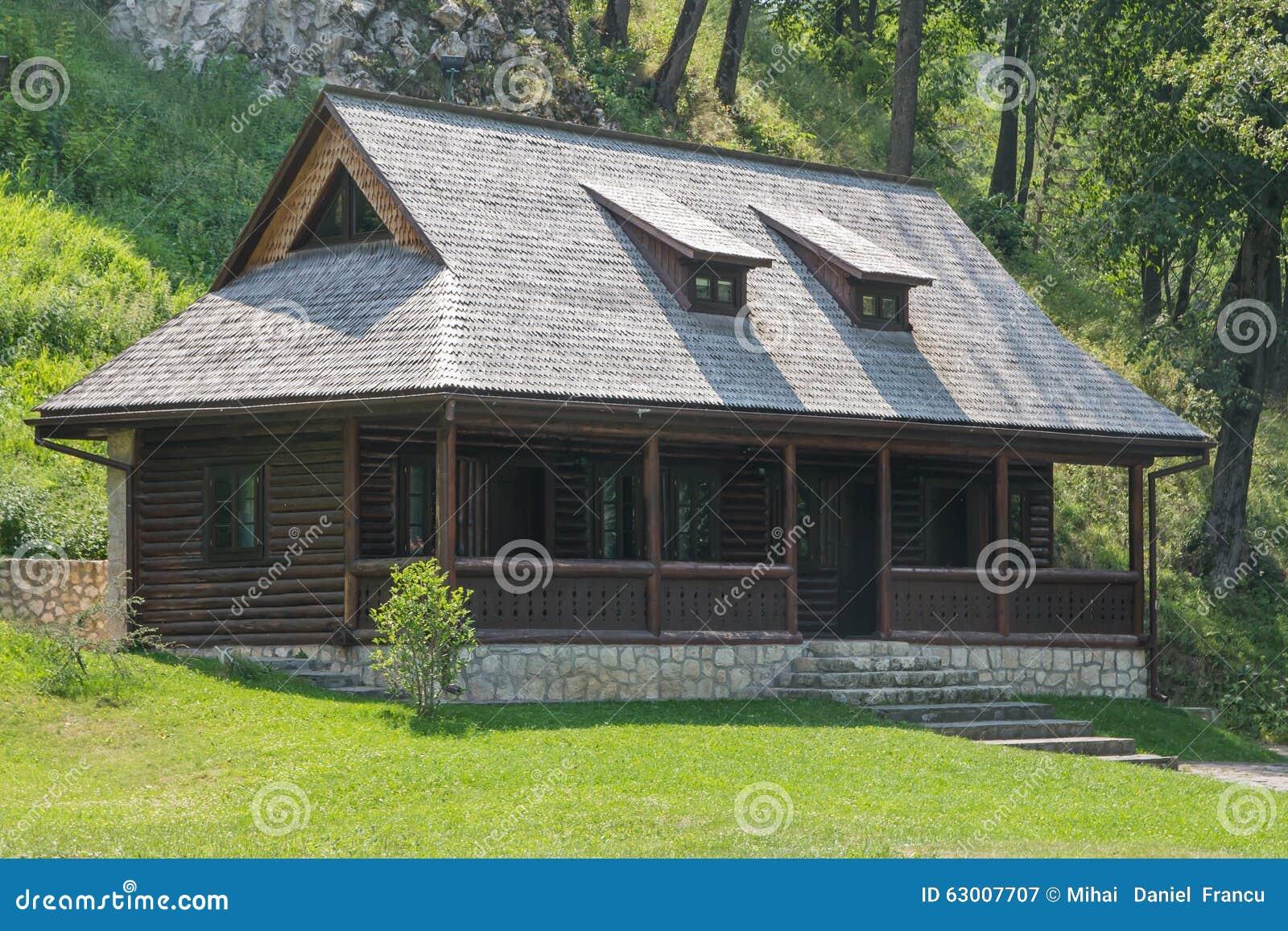 Cottage di vacanza estiva immagine stock immagine di for Piani di cottage di vacanza