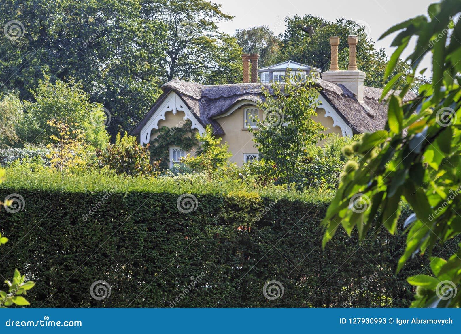 Cottage di vecchio stile vicino al monticello del ` s di Konol Henry, Richmond Park, Londo