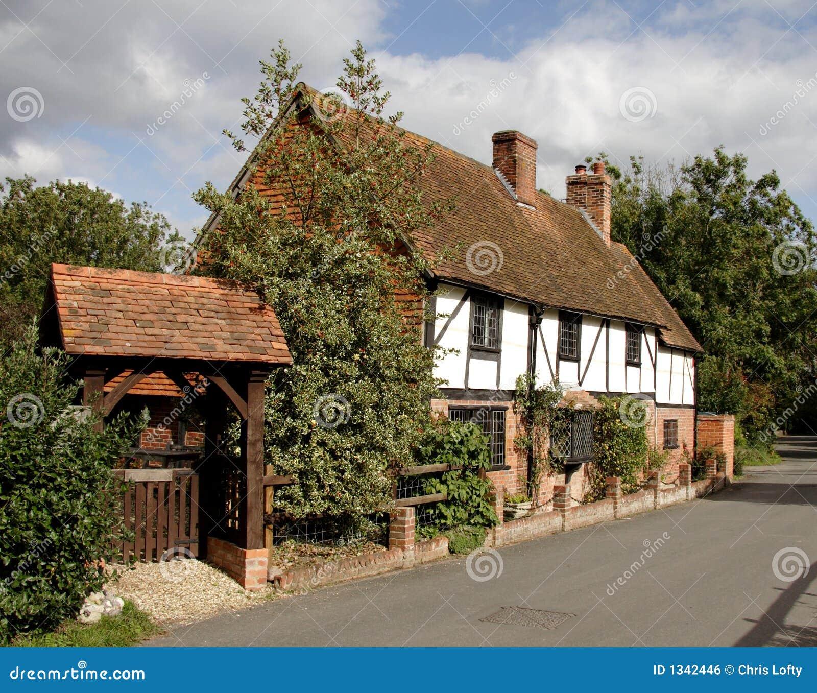 cottage inglese del villaggio fotografia stock immagine