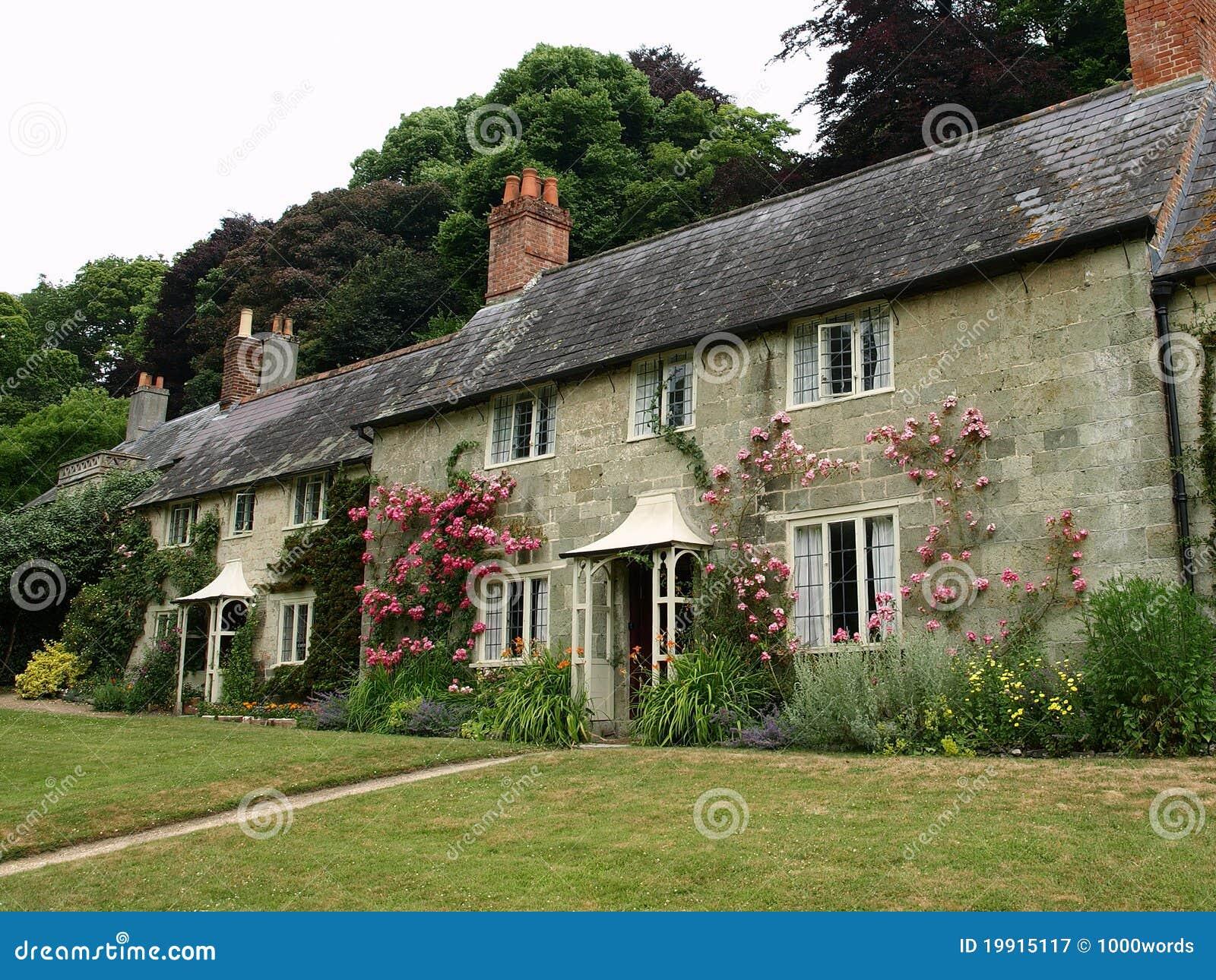 Cottage inglesi immagine stock immagine di front fiori for Vecchio cottage inglese
