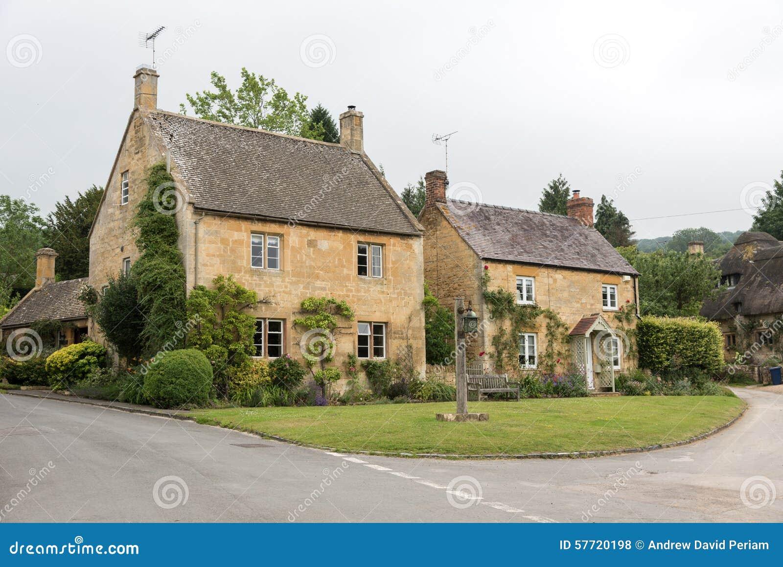 Cottage inglesi fotografia stock immagine 57720198 for Piani di casa cottage inglese