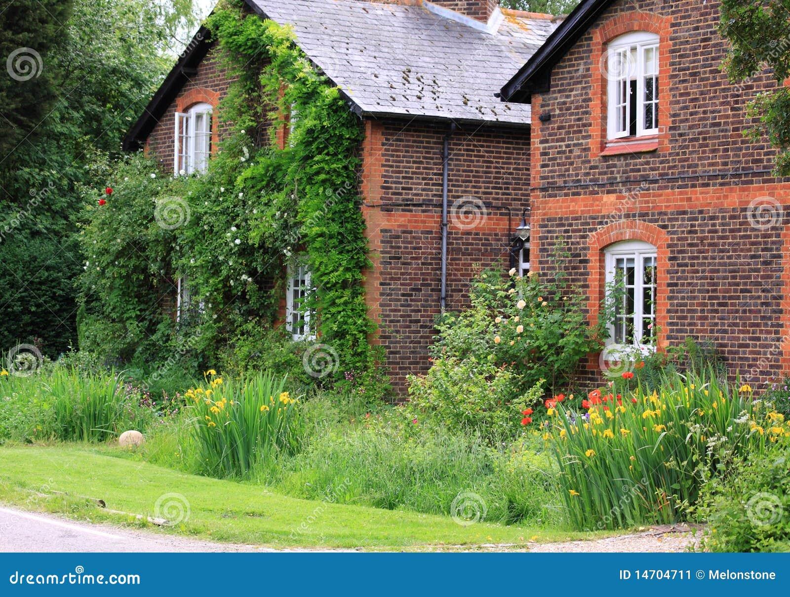 Cottage inglesi del paese immagine stock immagine 14704711 for Planimetrie inglesi del cottage