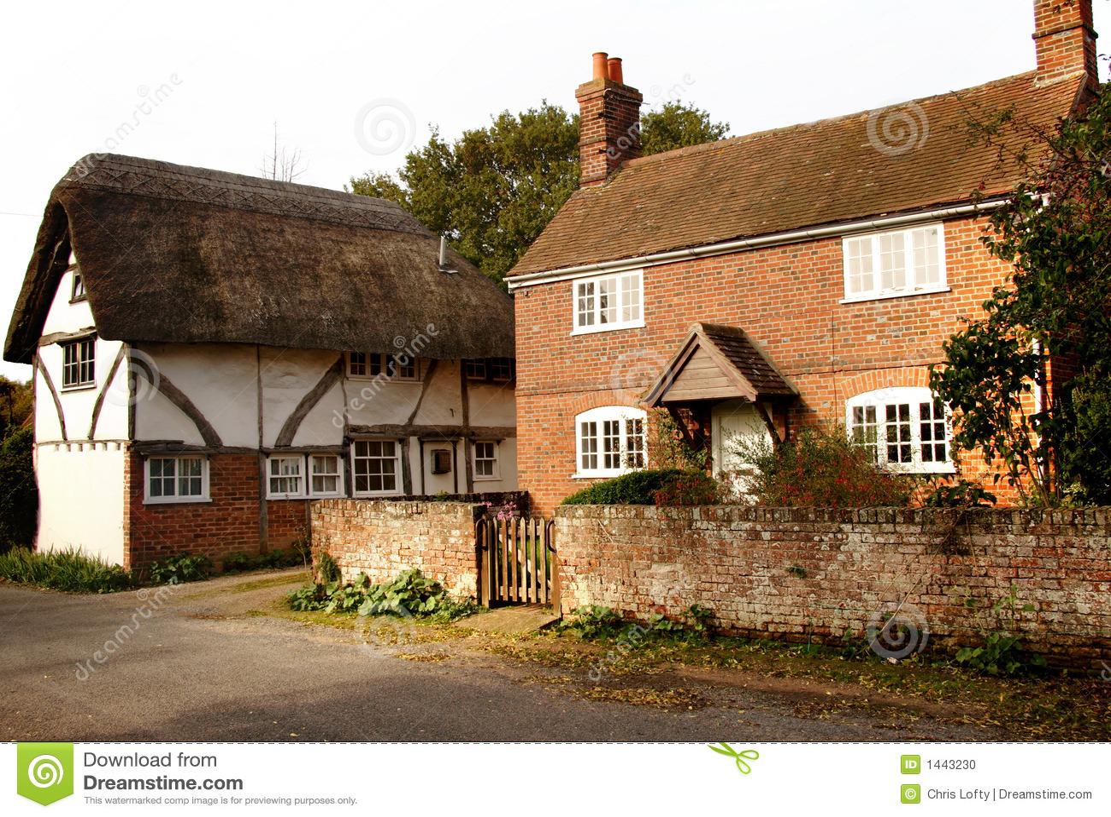 Cottage inglesi del villaggio fotografia stock immagine for Planimetrie inglesi del cottage