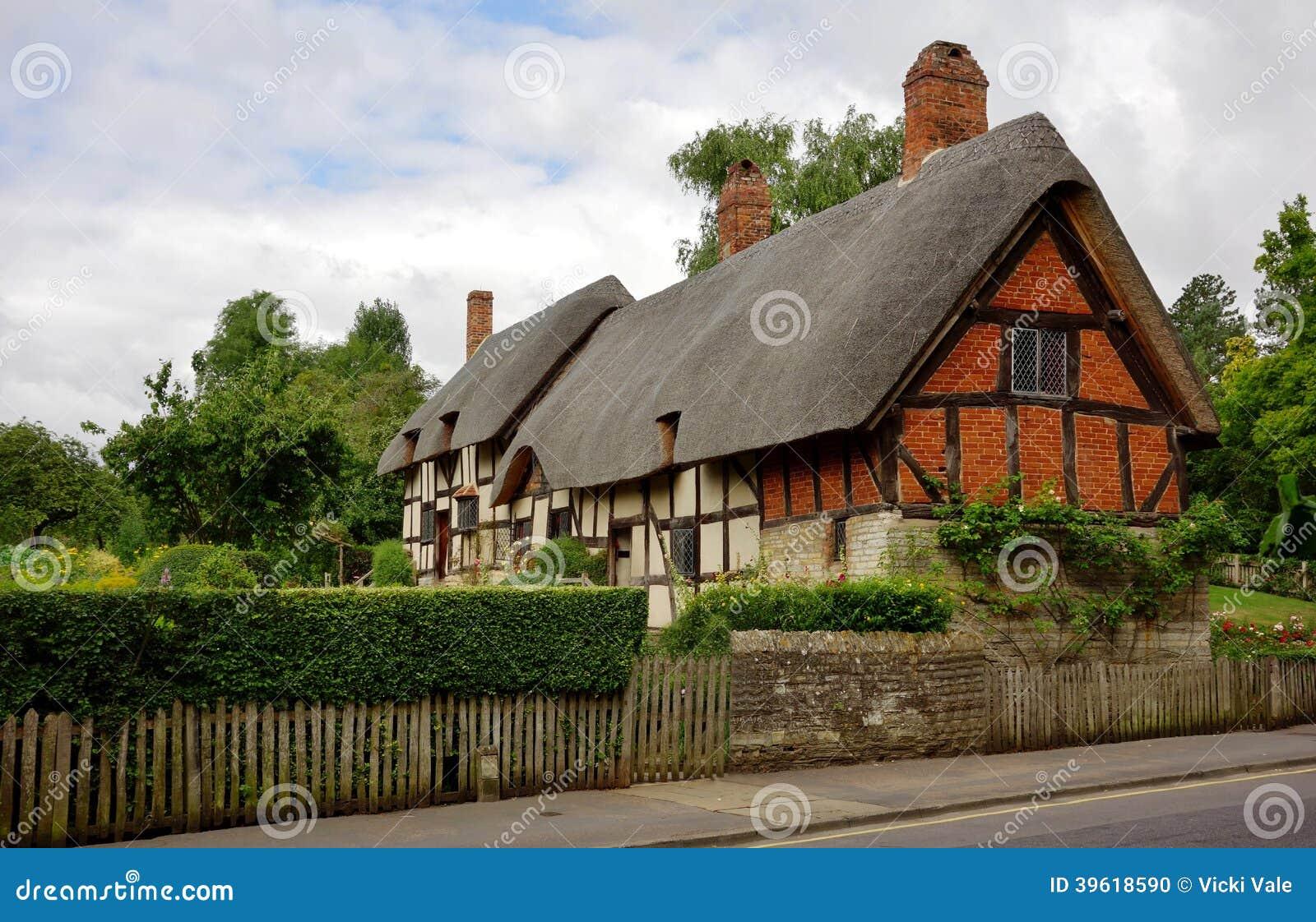 Cottage ricoperto di paglia inglese tradizionale for Cottage di campagna francese in vendita