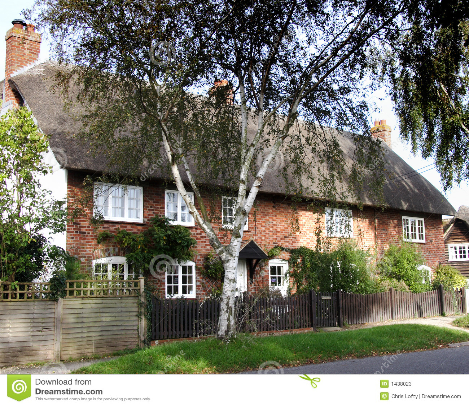 Cottage thatched inglesi del villaggio fotografie stock for Planimetrie inglesi del cottage